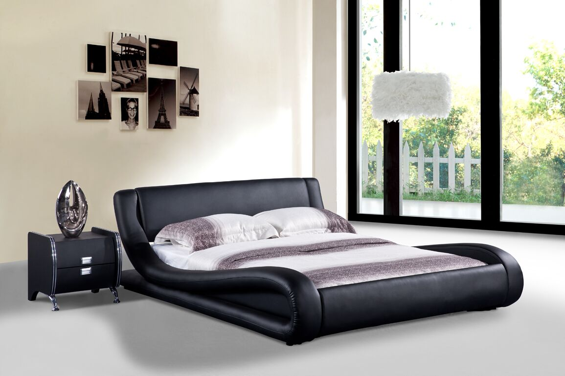 Melrose Upholstered Platform Bed Size: Queen, Color: Black