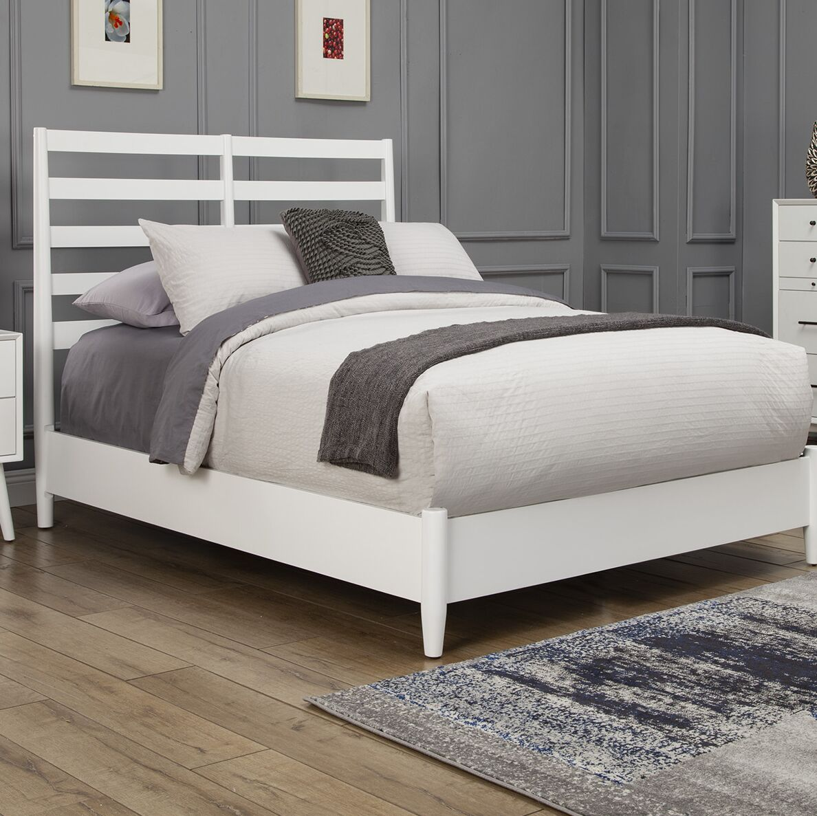 Parocela Retro Panel Bed Size: King, Color: Acron
