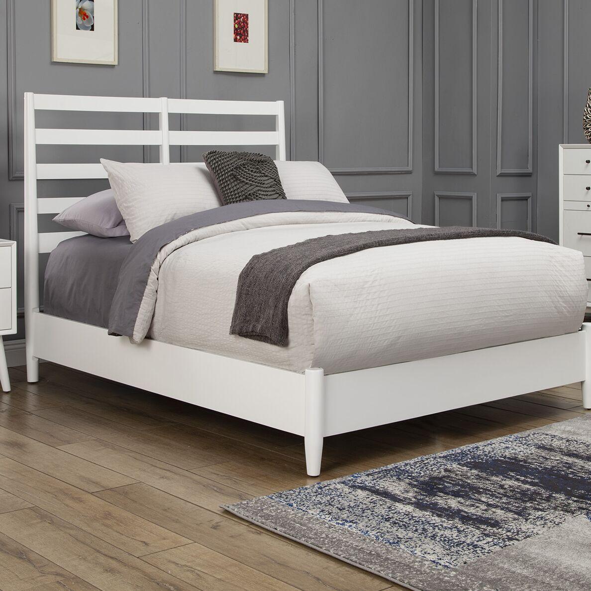Parocela Retro Panel Bed Size: King, Color: White