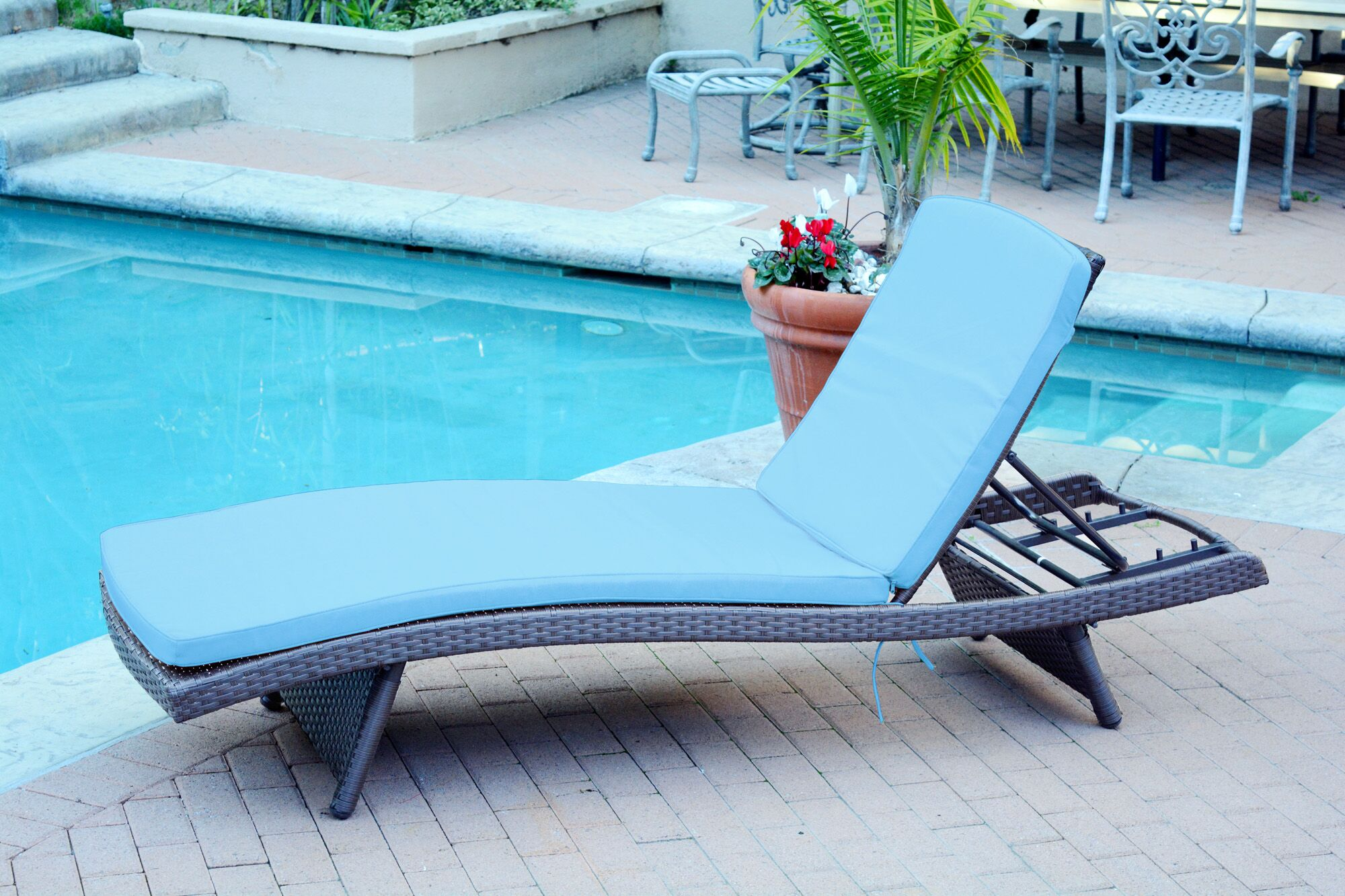 Valery Chaise Lounge with Cushion Finish: Espresso, Cushion Color: Turquoise