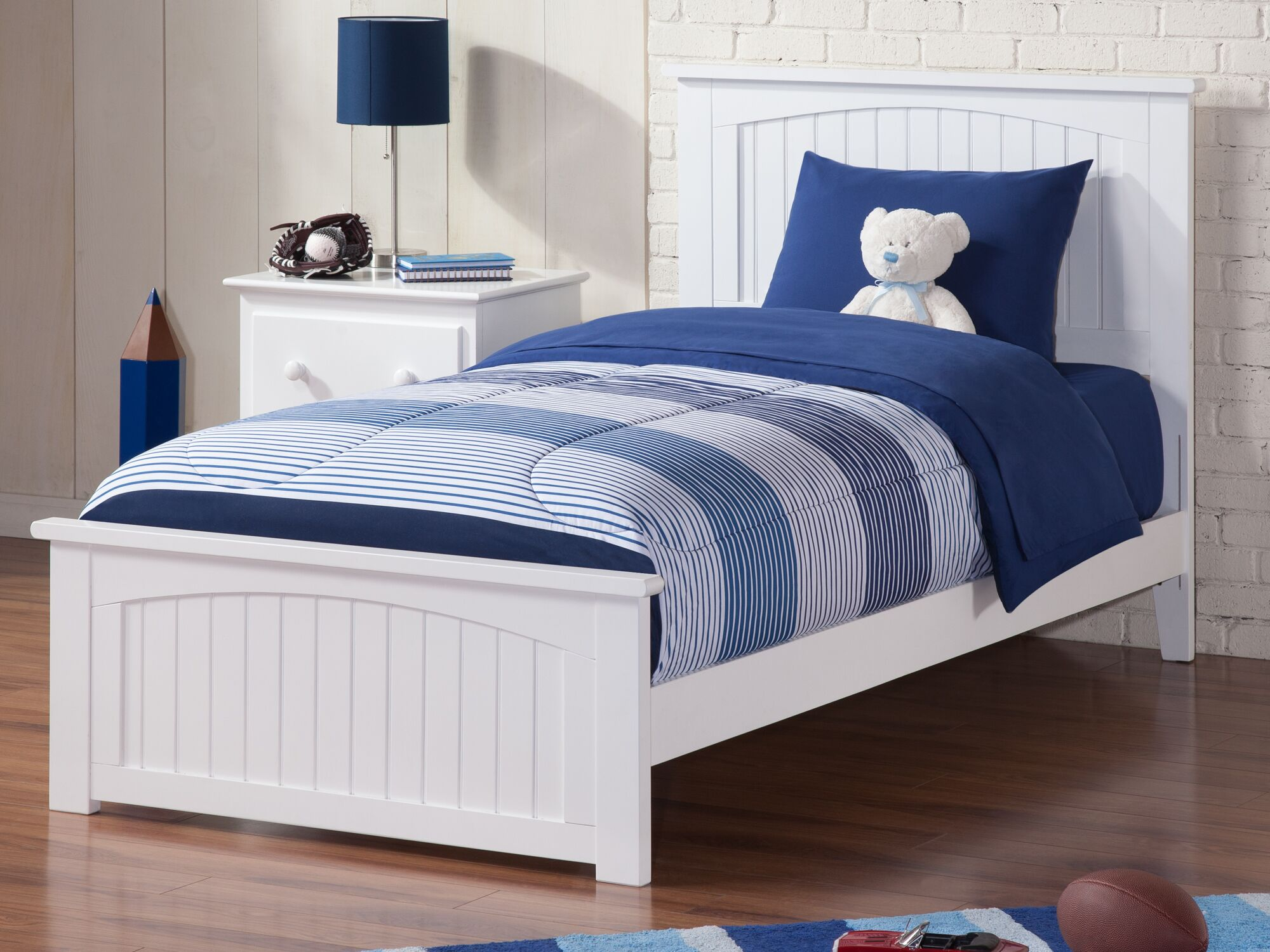 Graham Queen Panel Bed Size: Twin XL, Color: White
