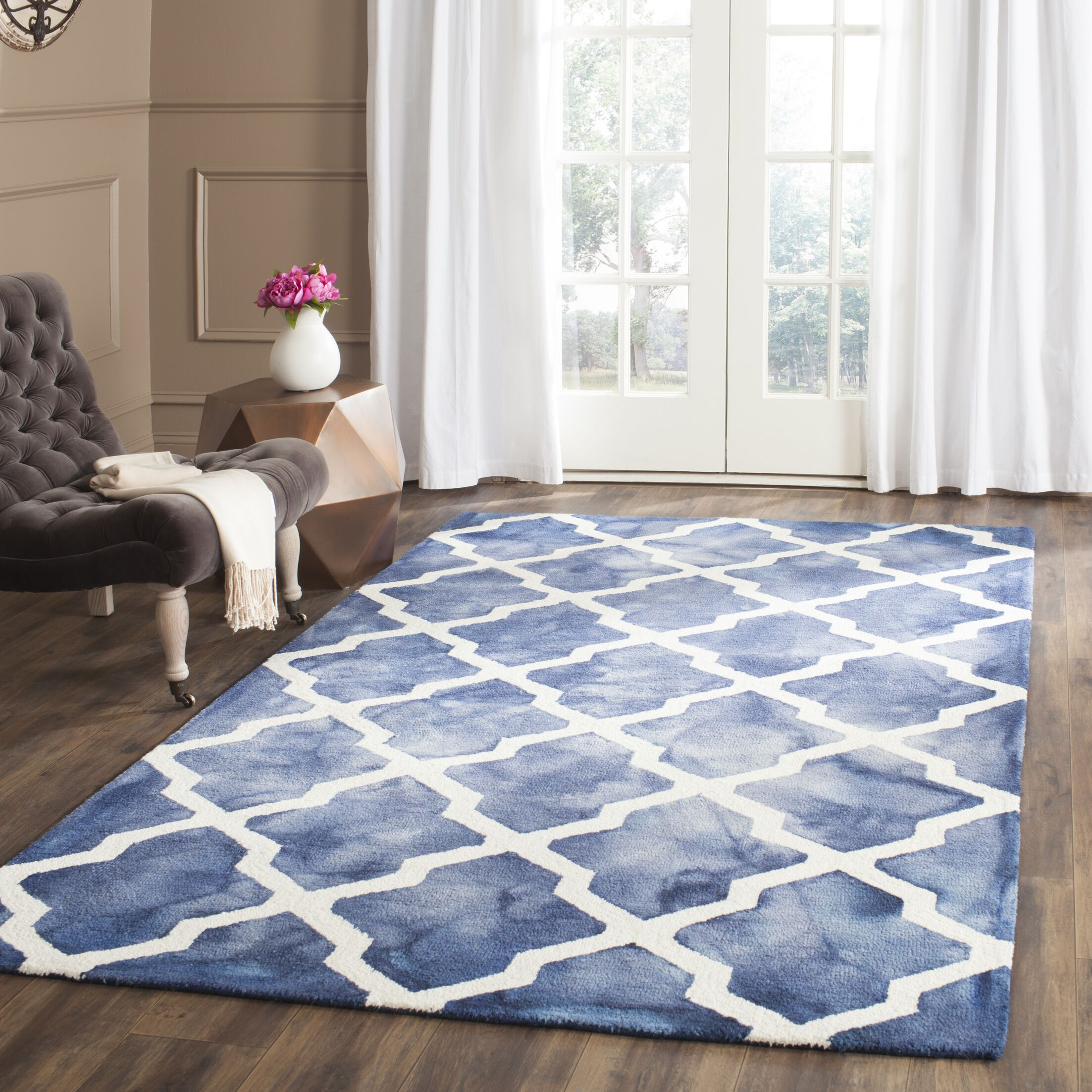 Hand-Tufted Navy/Ivory Area Rug Rug Size: Rectangle 3' x 5'