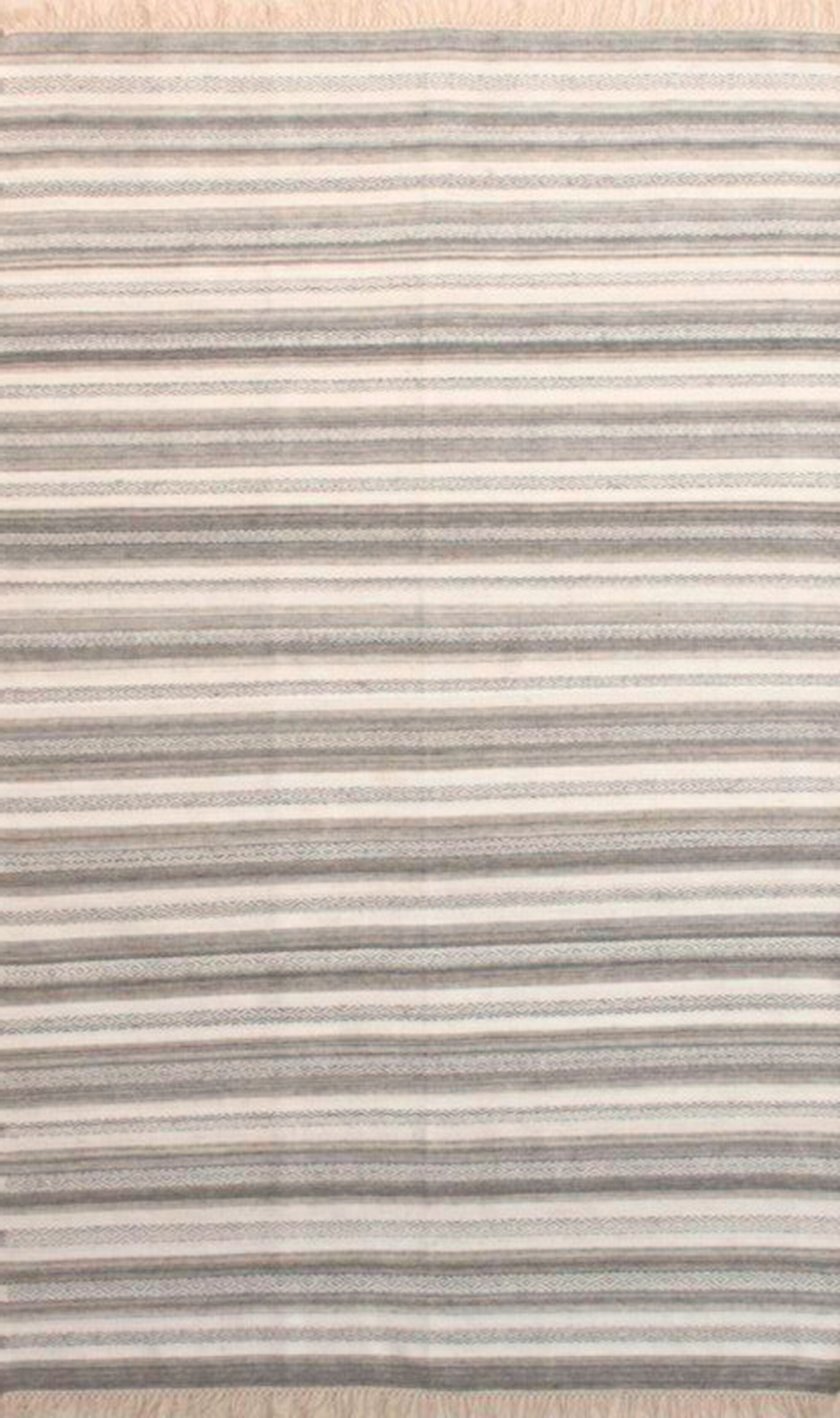 Madelyn Light Gray/Ivory Area Rug Rug Size: Rectangle 5' x 7'6