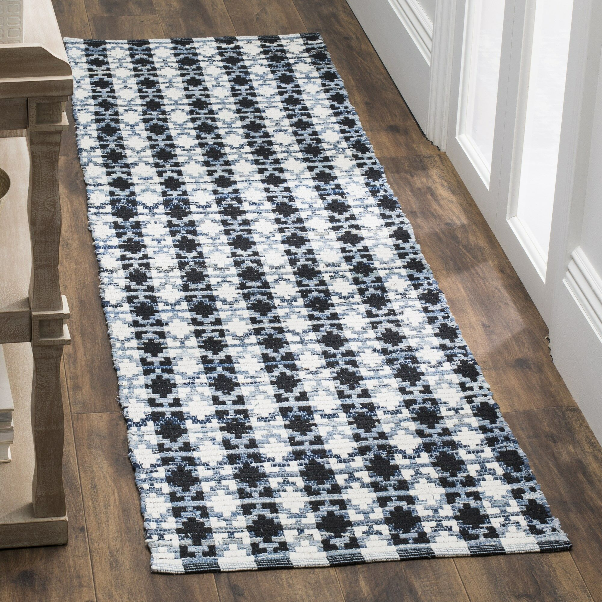 Saleem Hand-Woven Ivory Blue/Black Area Rug Rug Size: Rectangle 5' x 8'