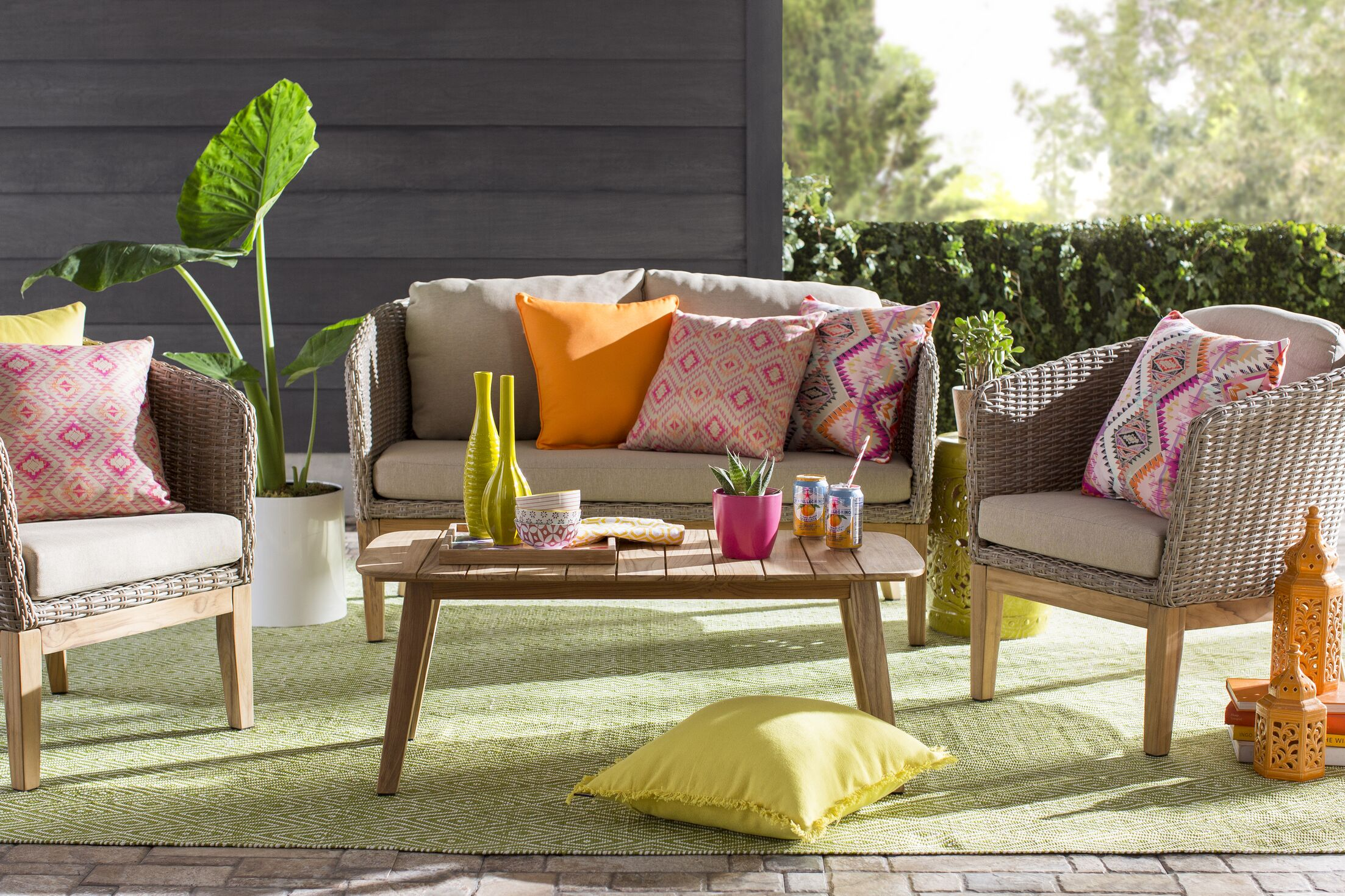 Hand Woven Green Indoor/Outdoor Area Rug Rug Size: Runner 2'5