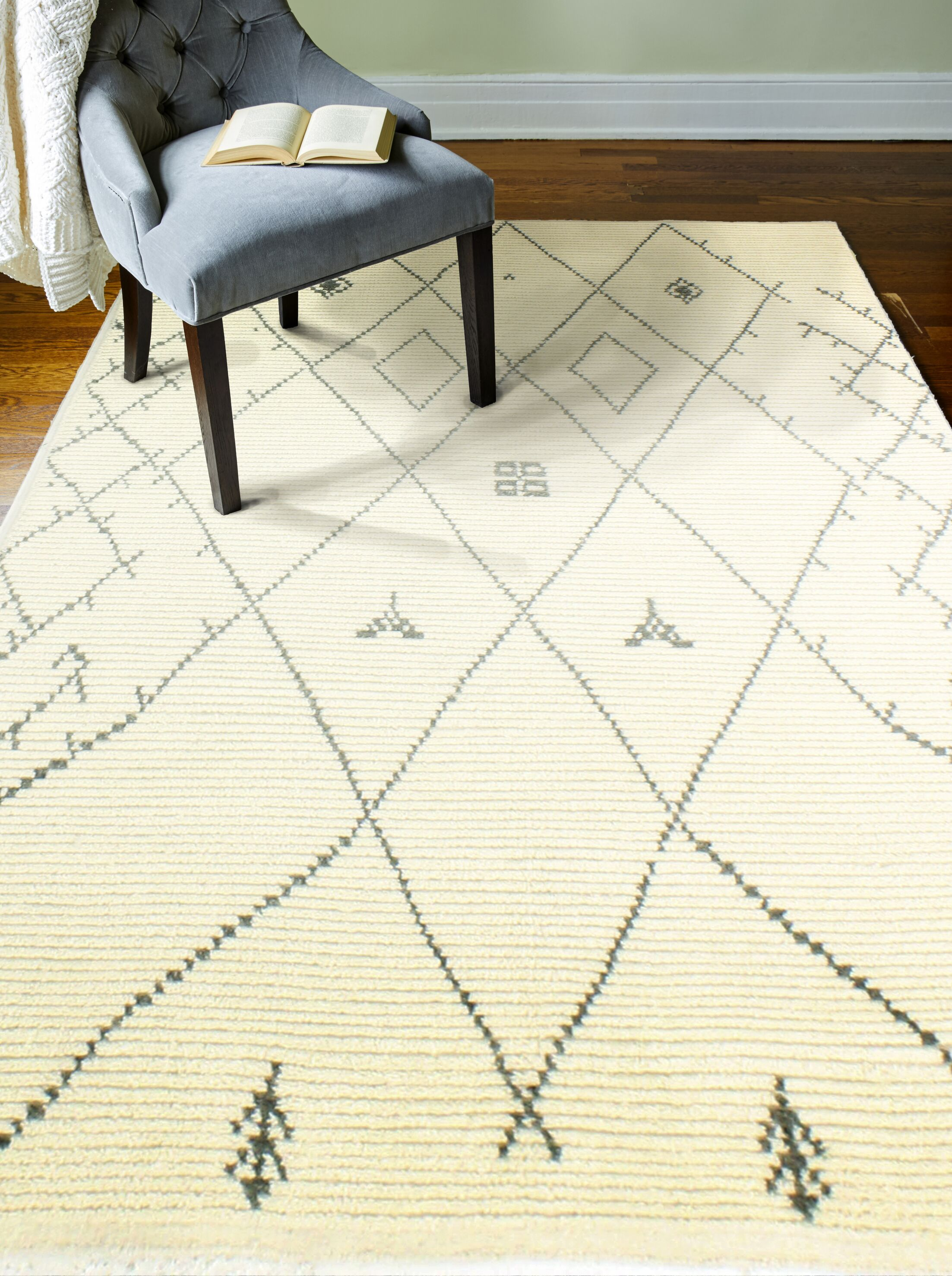Floressa Hand-Knotted Ivory Area Rug Rug Size: 3'6