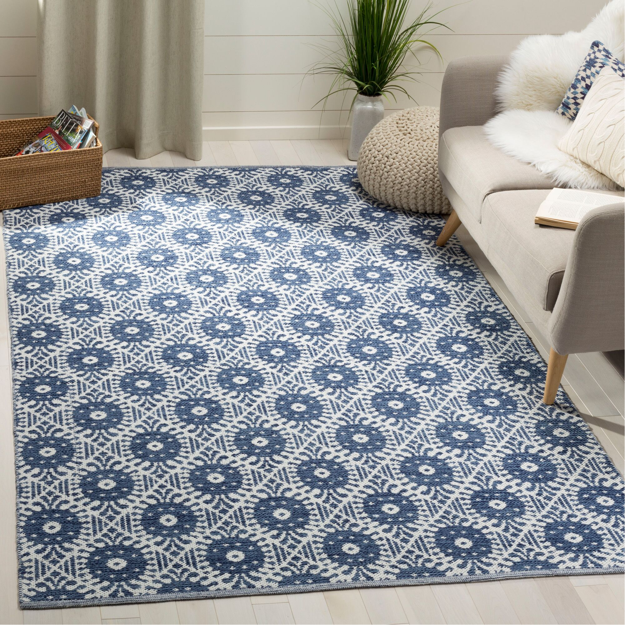 Clemence Hand-Woven Navy/Ivory Area Rug Rug Size: Rectangle 5' x 8'