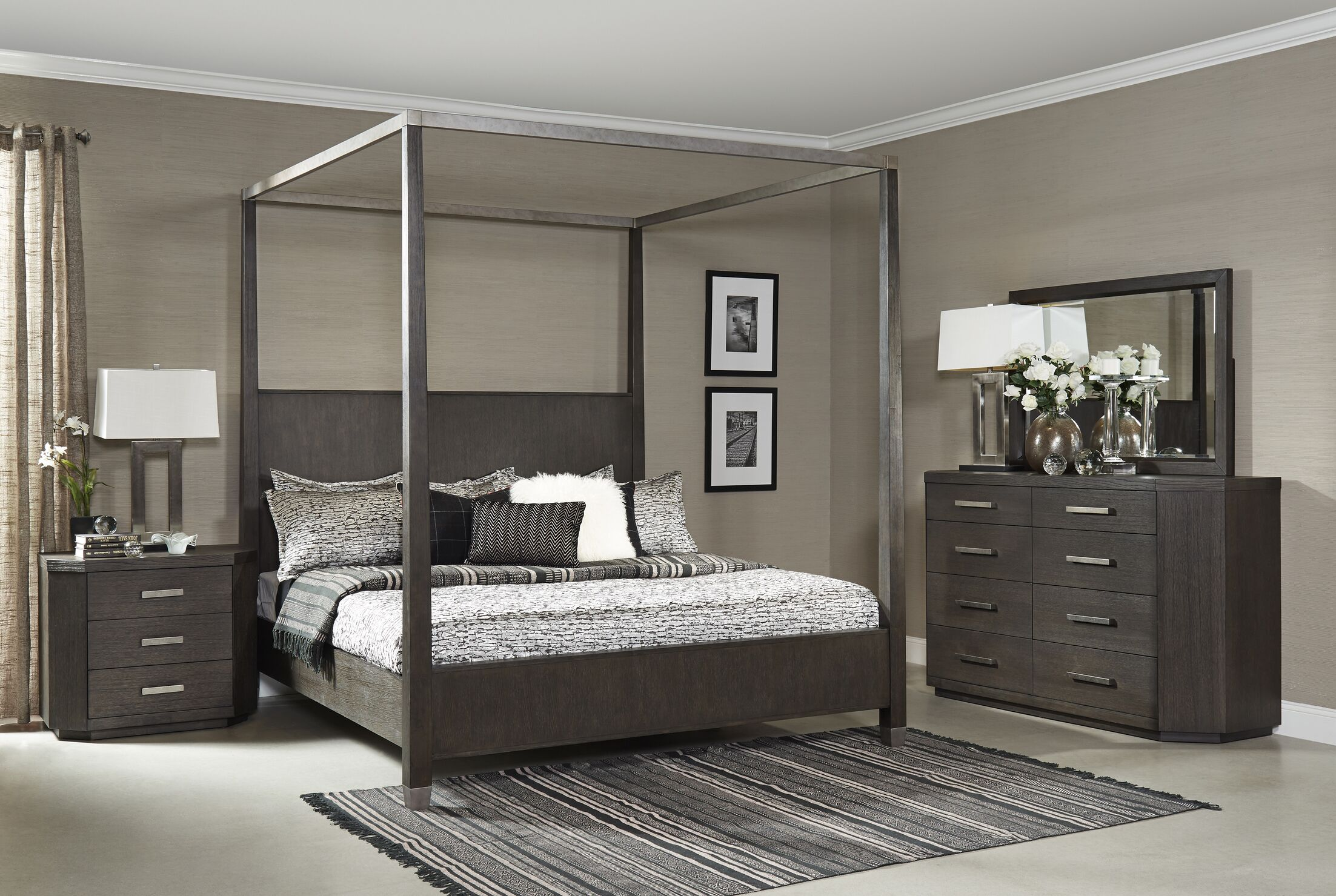 Tribeca Studio Canopy Bed Size: California King