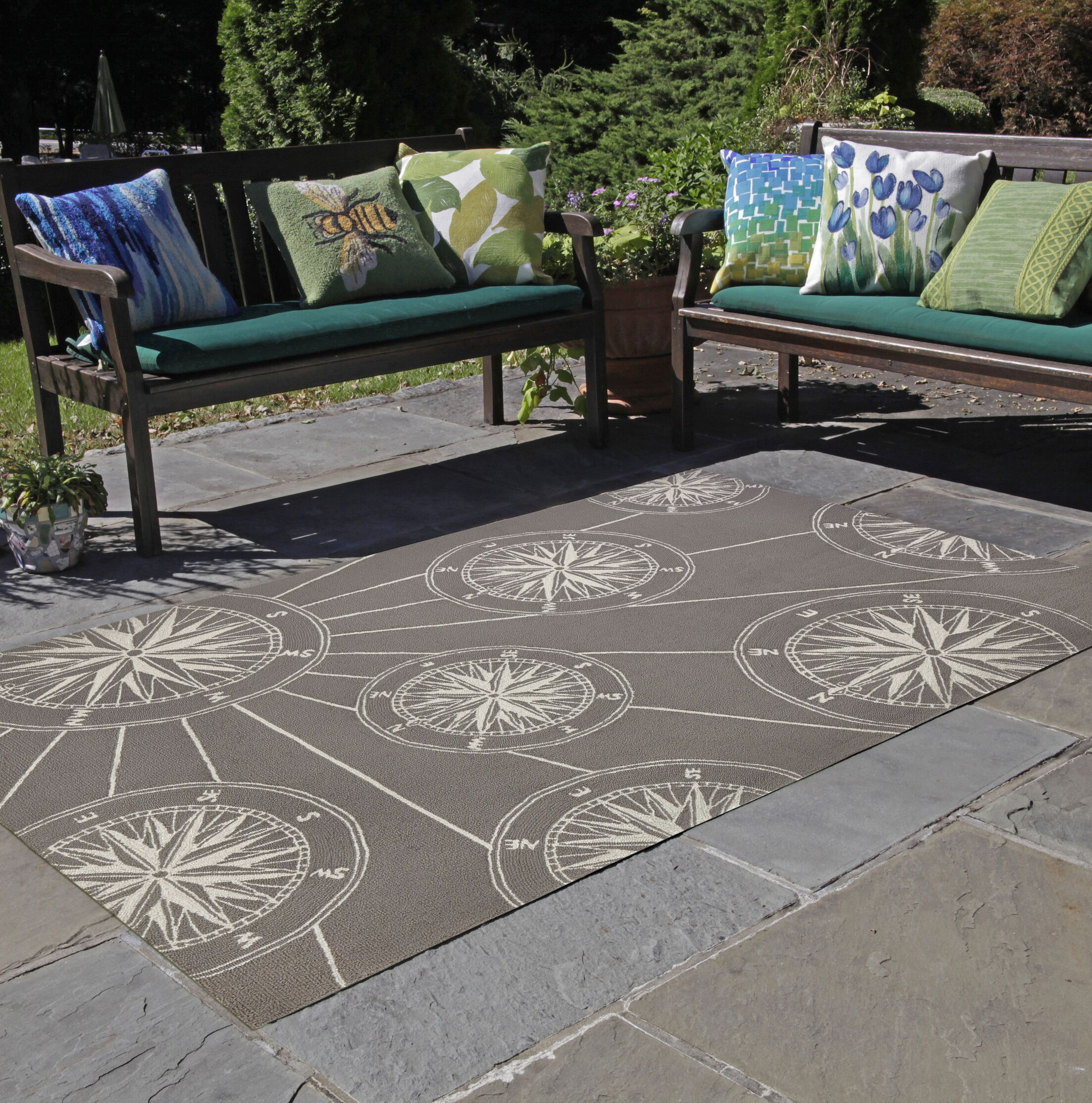 Shelborne Compass Hand-Tufted Gray Indoor/Outdoor Area Rug Rug Size: Rectangle 5' x 7'6