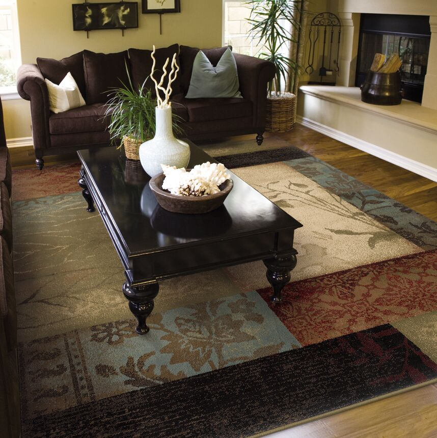 Gary Ivory/Green Area Rug Rug Size: Rectangle 7'8
