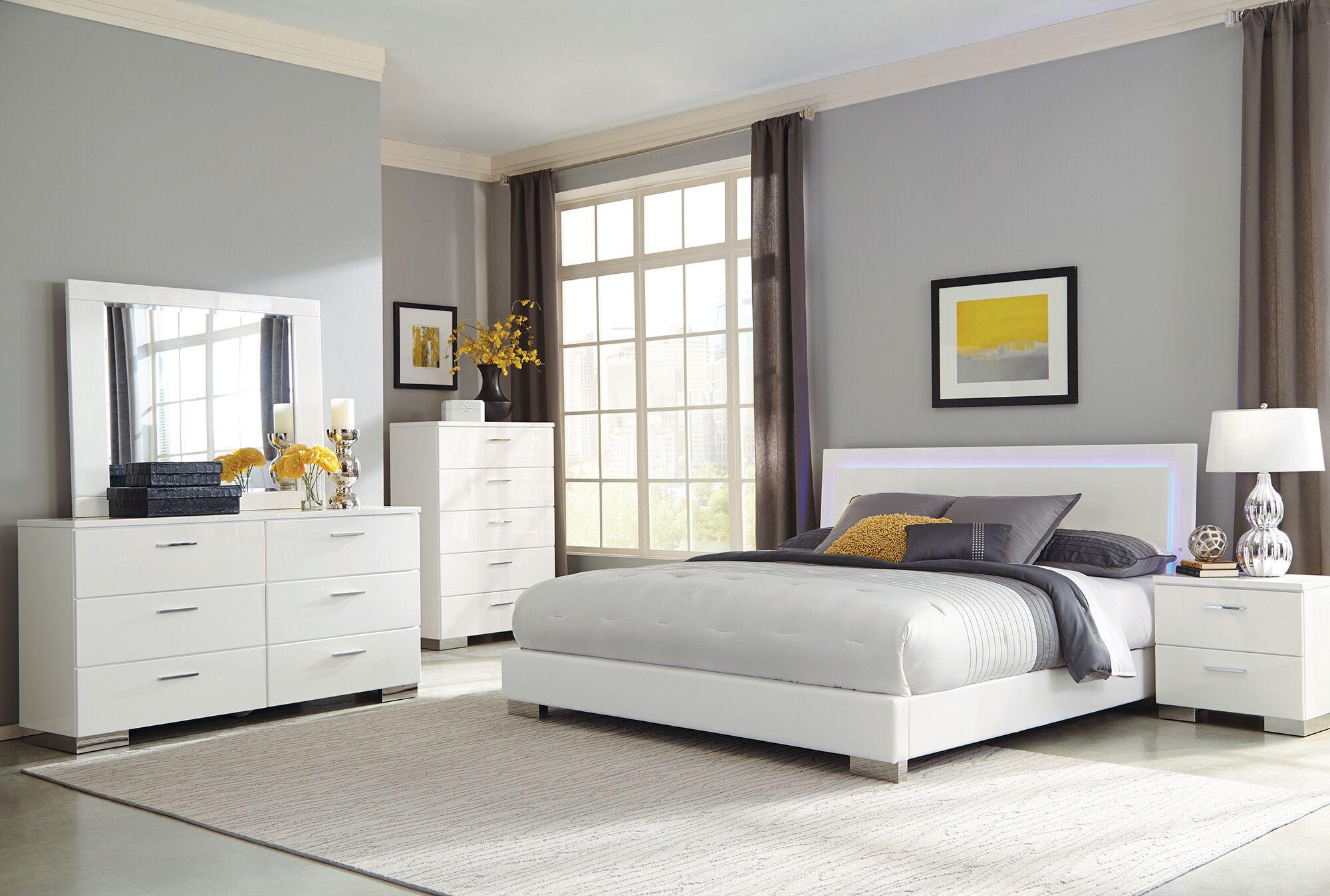 Reger Panel Bed Size: Queen