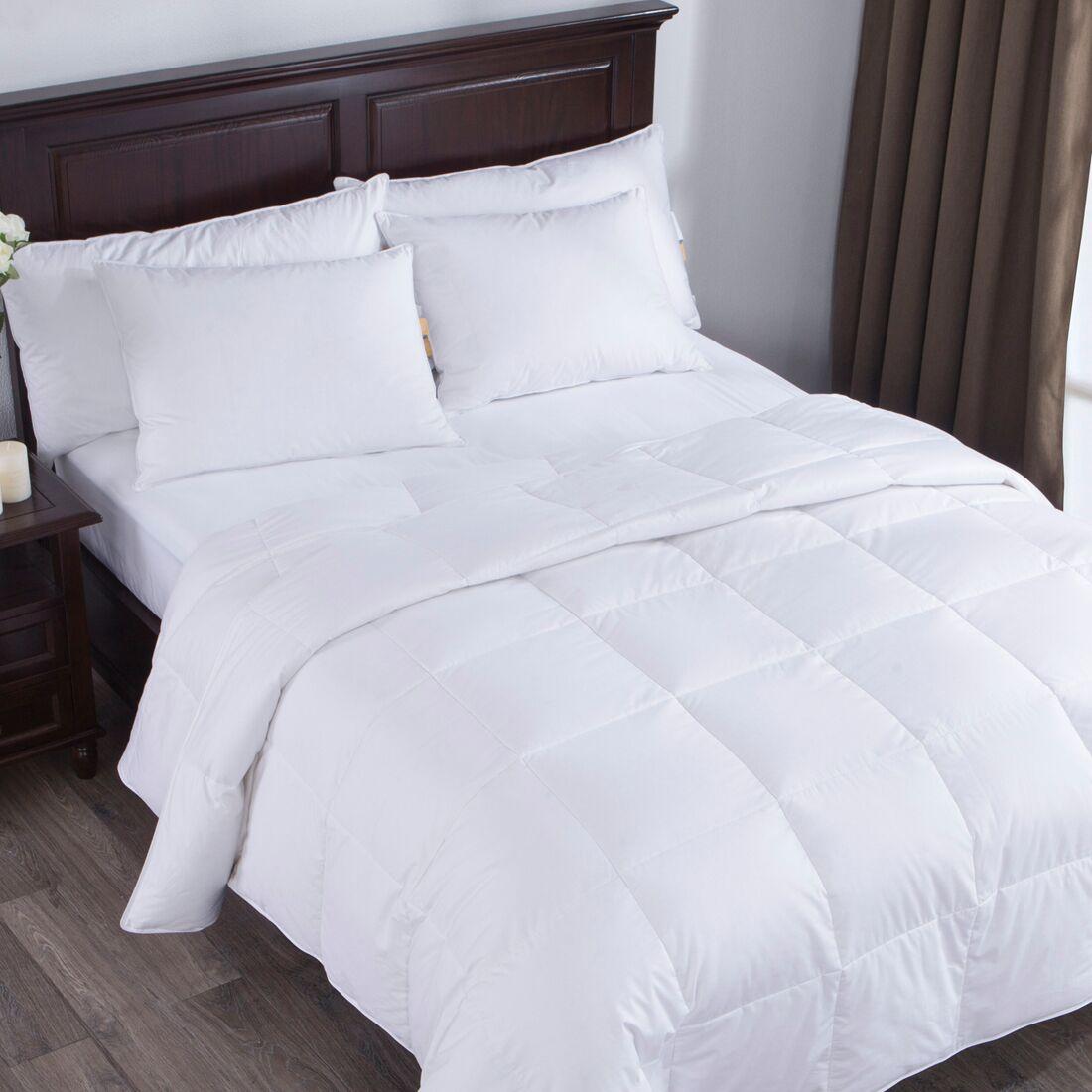 Lightweight Down Comforter Size: Full/Queen
