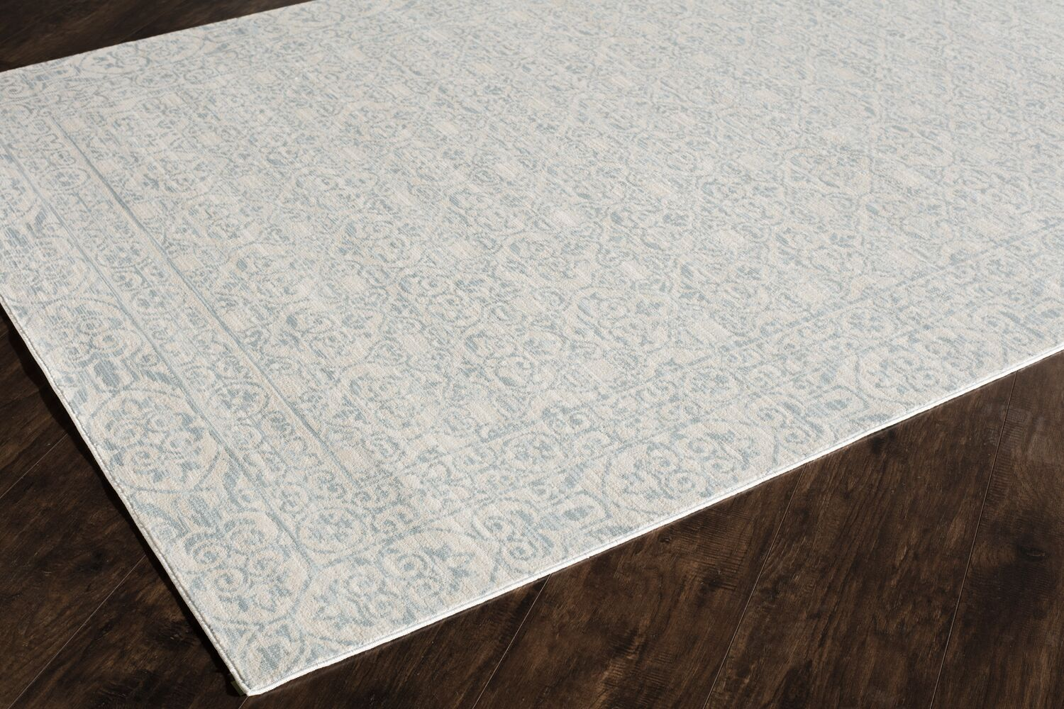 Wilshire Blue/Ivory Area Rug Rug Size: 5' x 8'