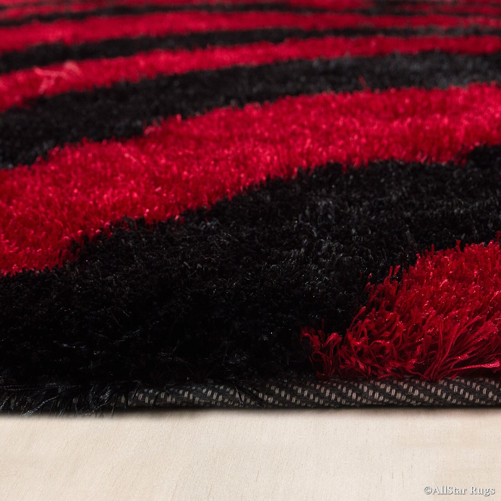 Hand-Tufted Red/Black Area Rug Rug Size: 4'11