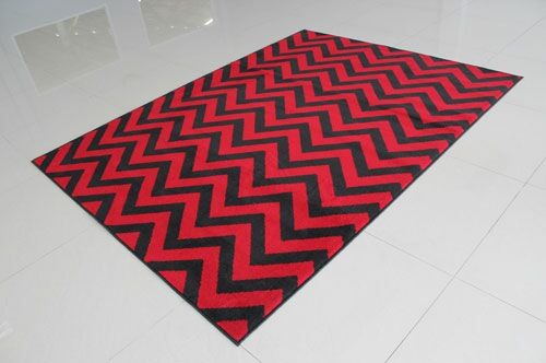 Black/Red Area Rug Rug Size: 5'3