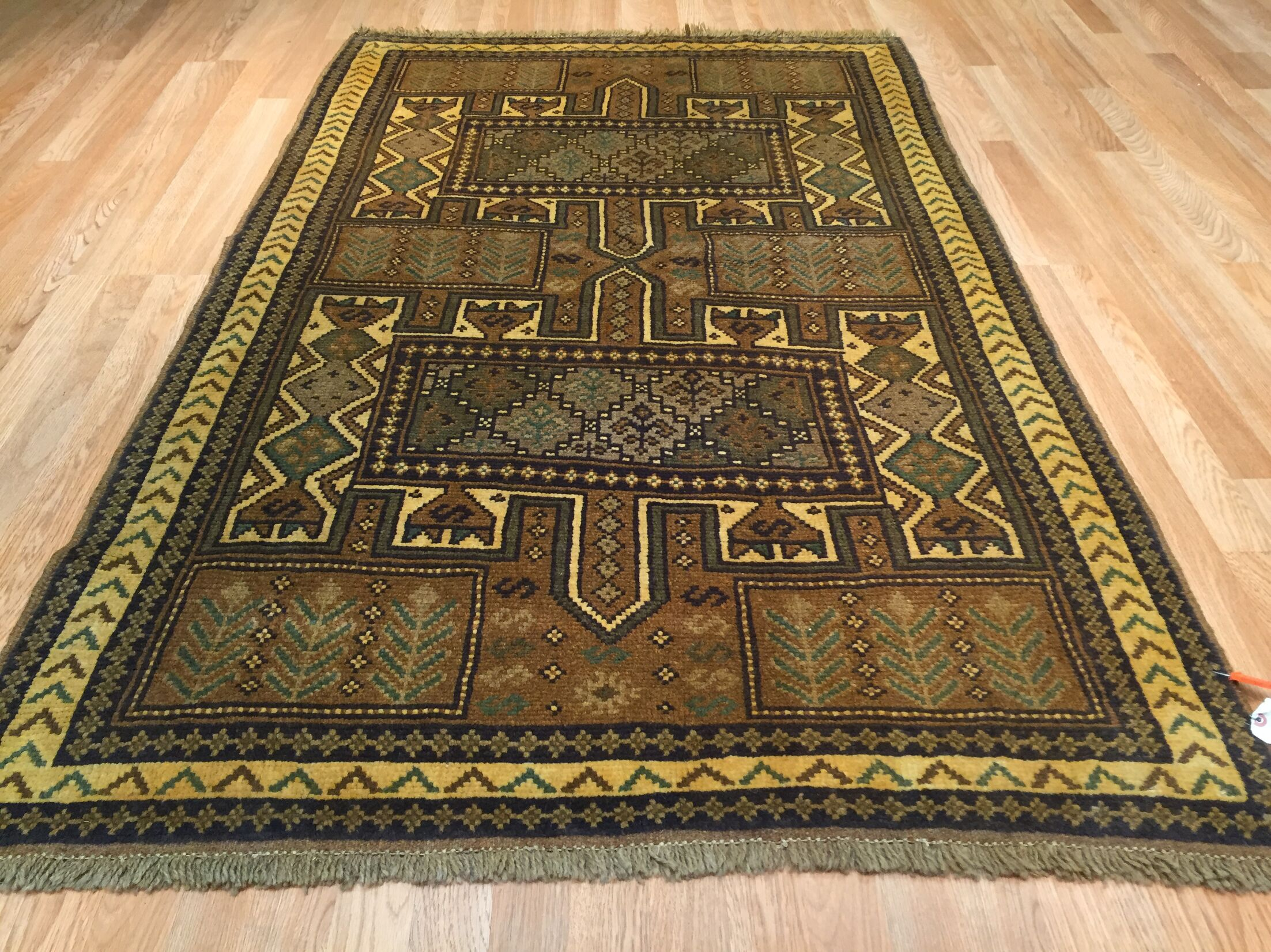 Shiraz Tribal Hand-Knotted Brown/Green Area Rug