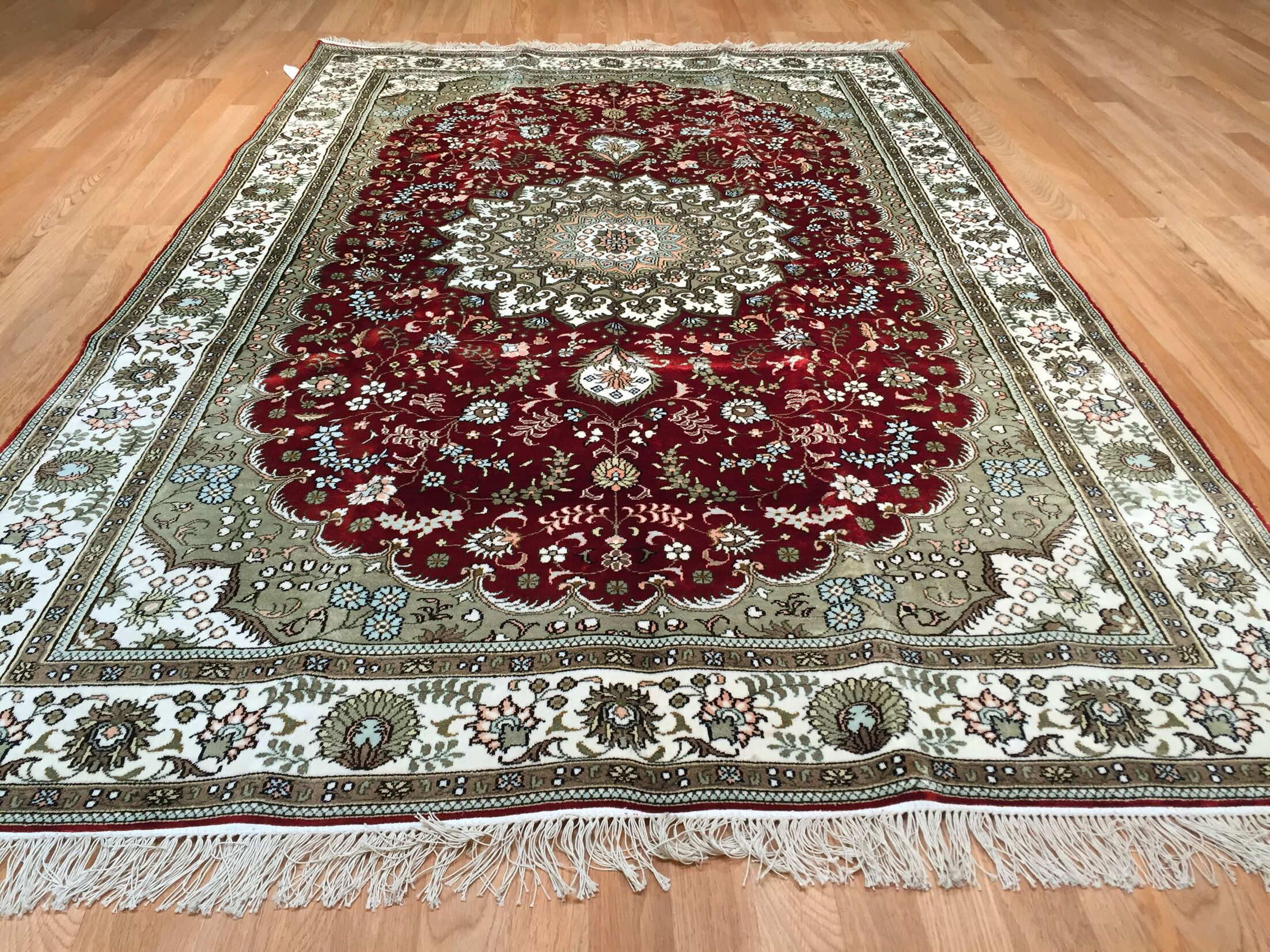 Qum Silk Hand-Knotted Red/Green Area Rug