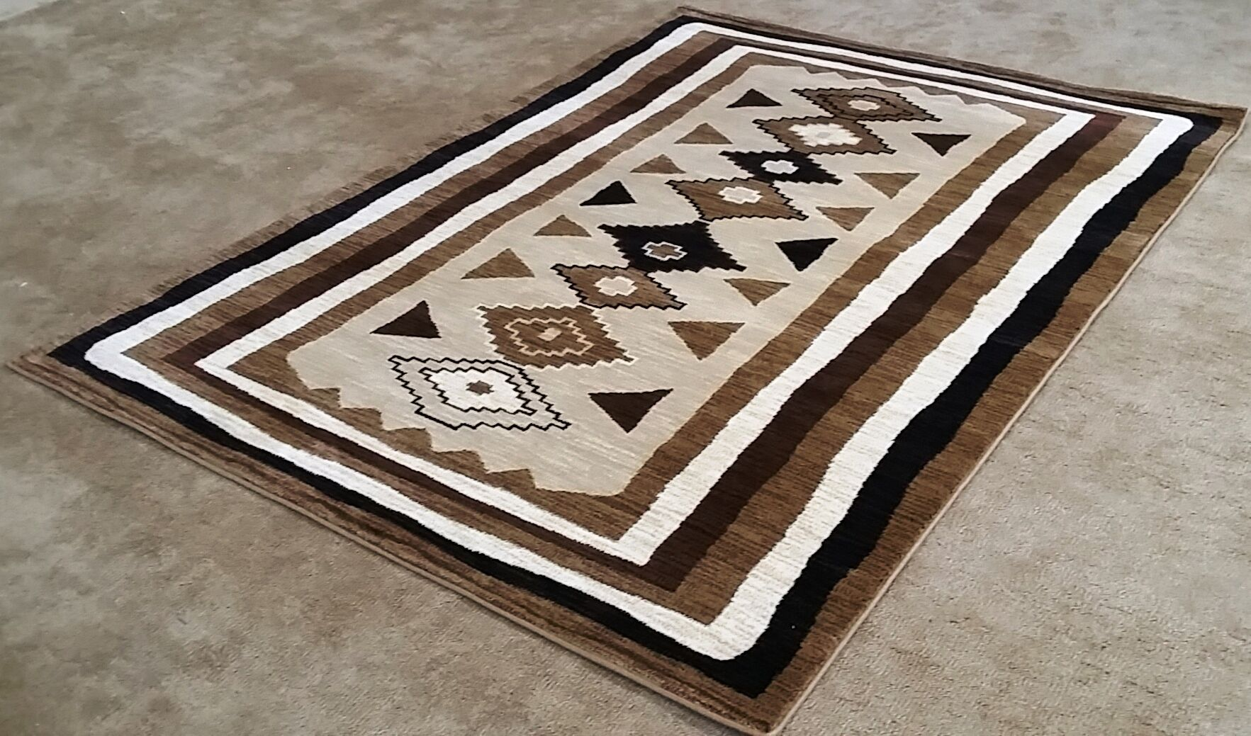 Shuntae Brown Area Rug Rug Size: 5'3