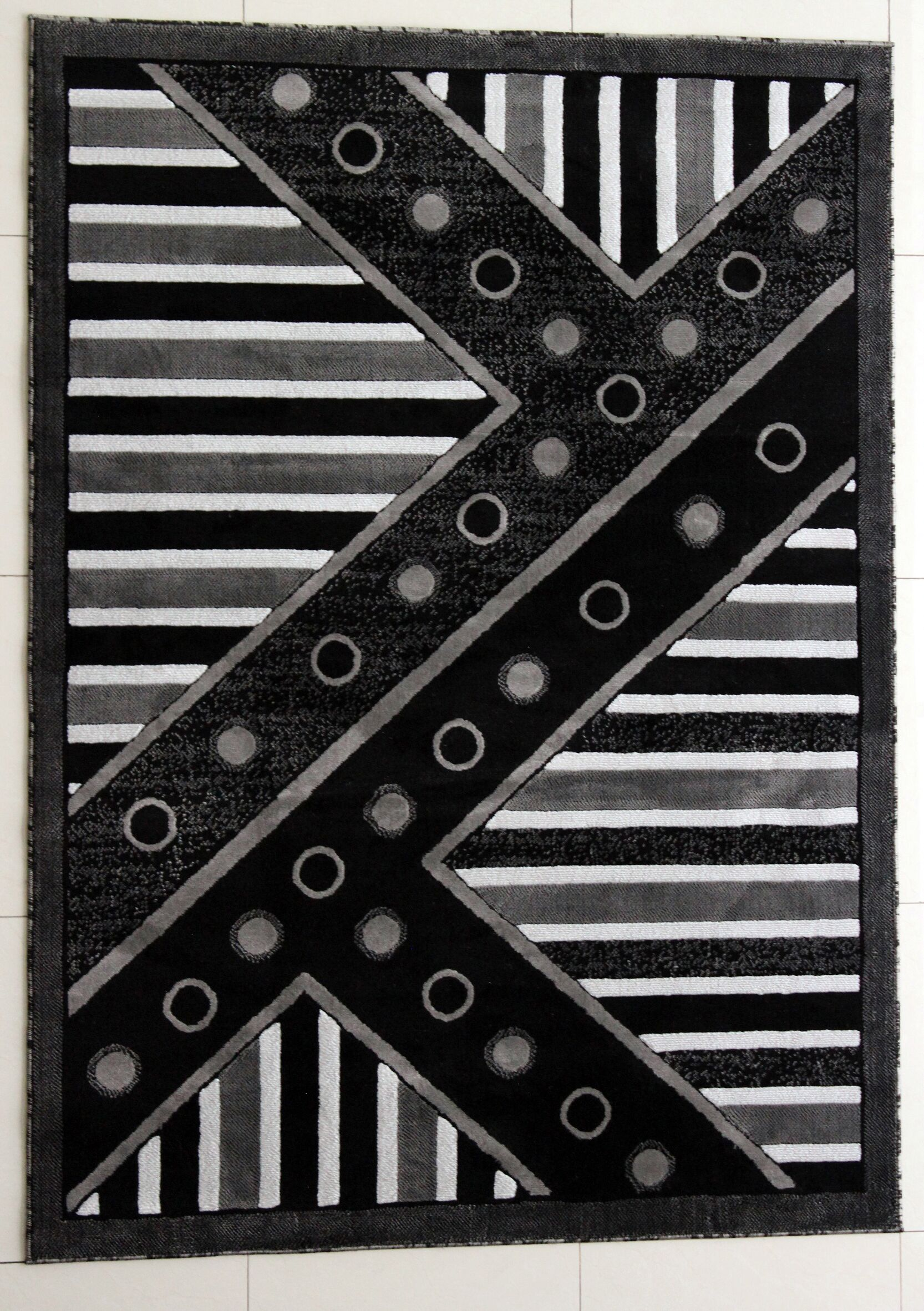 Avani Black Area Rug Rug Size: 7'11