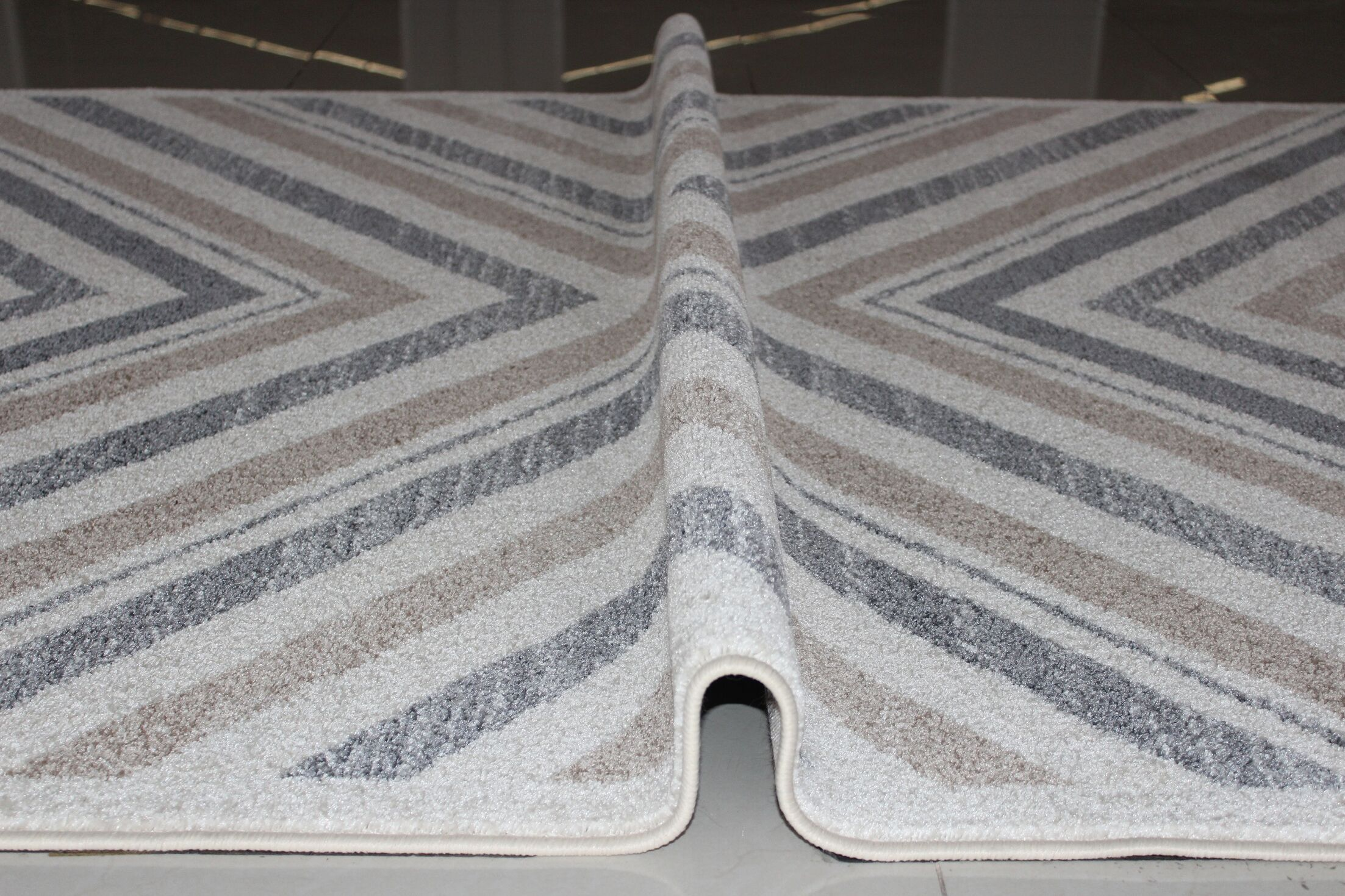 Kieth Gray/White Area Rug Rug Size: 4' x 6'