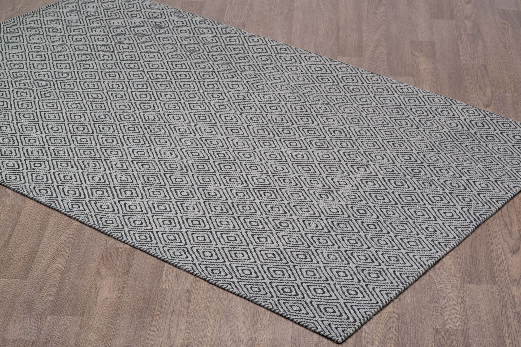 Liriano Diamond Reversible Hand-Woven Wool Gray/Black Area Rug Rug Size: Rectangle 5' x 8'