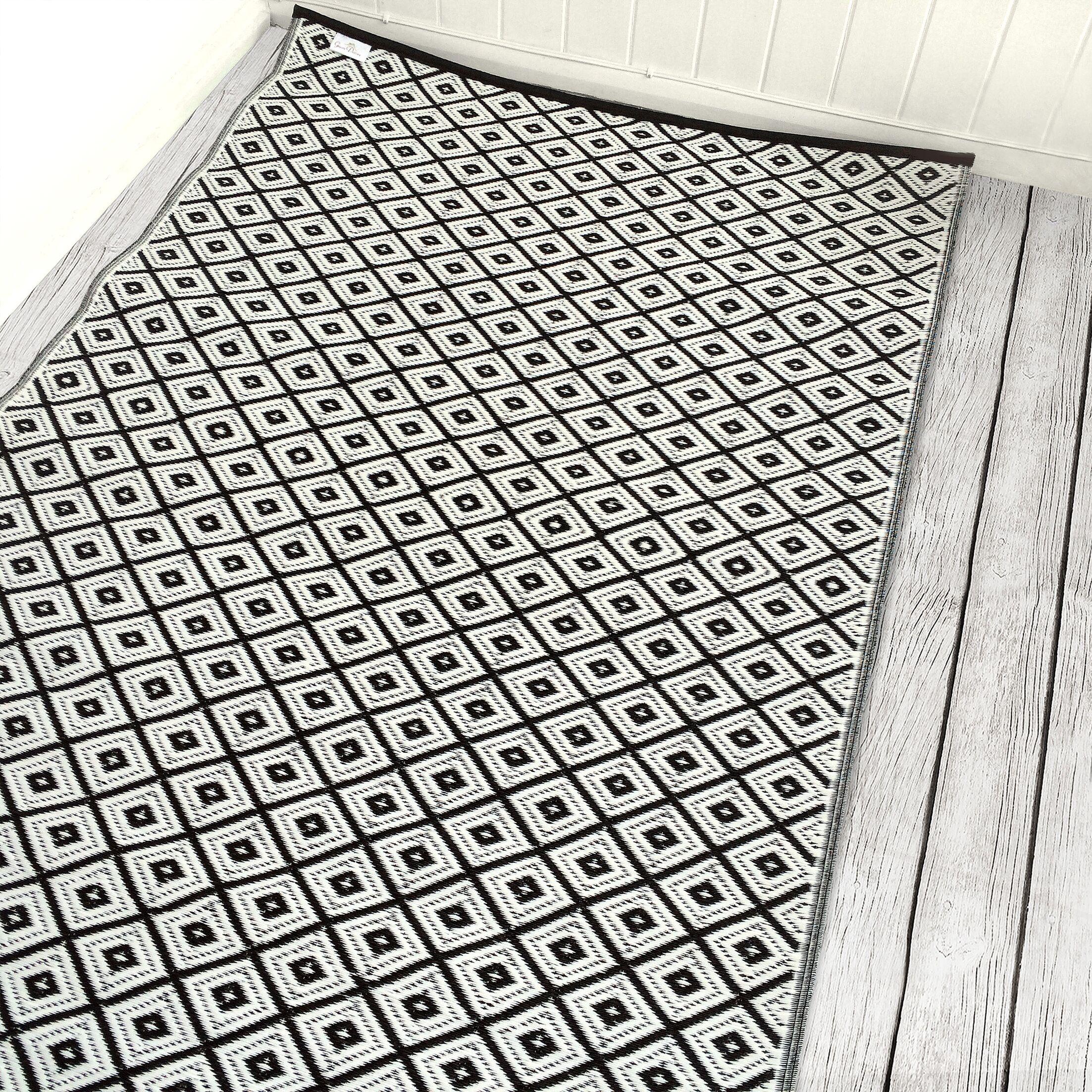 Arabian Nights Black/White Indoor/Outdoor Area Rug Rug Size: 6' x 9'