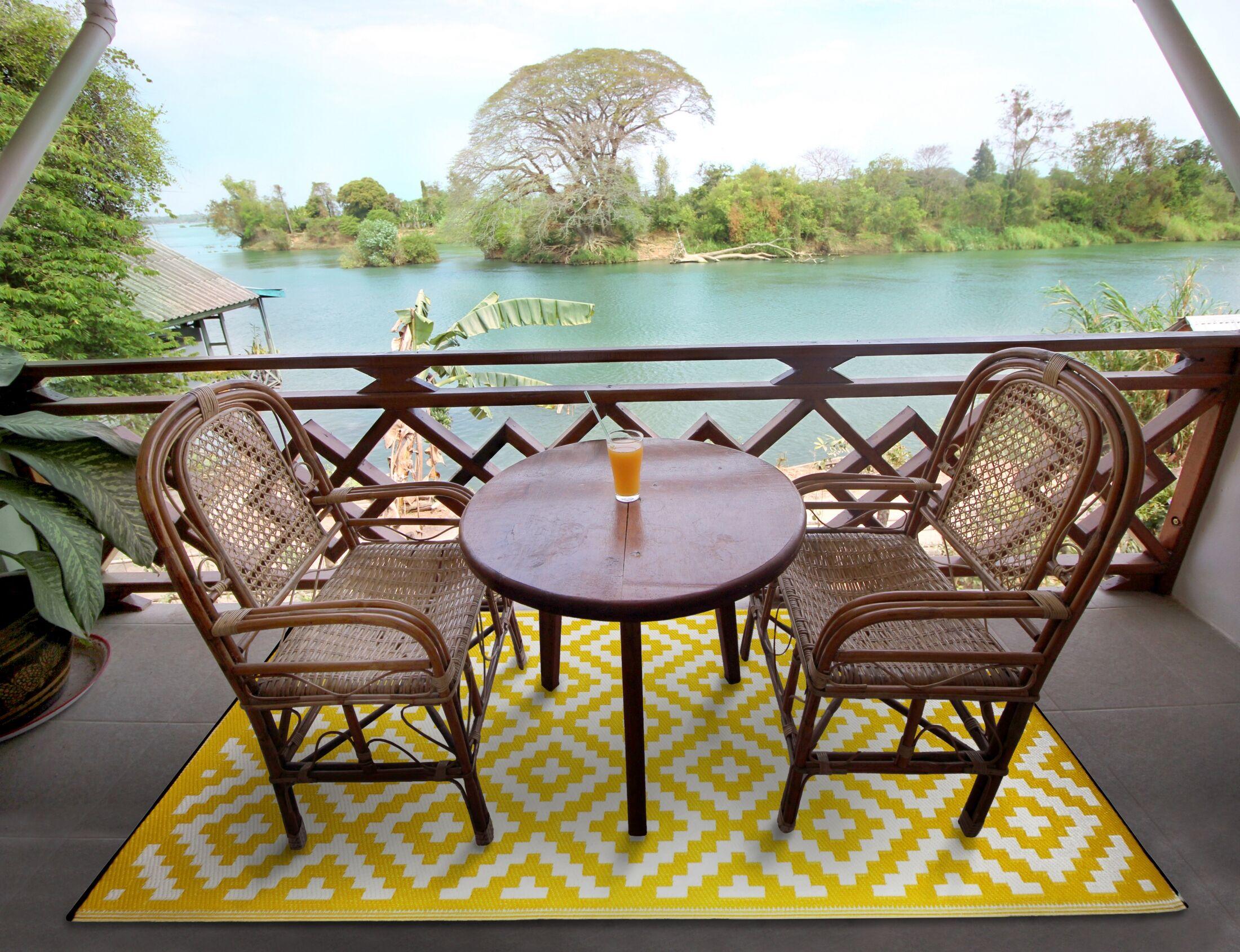 Nirvana Yellow/White Indoor/Outdoor Area Rug Rug Size: 6' x 9'