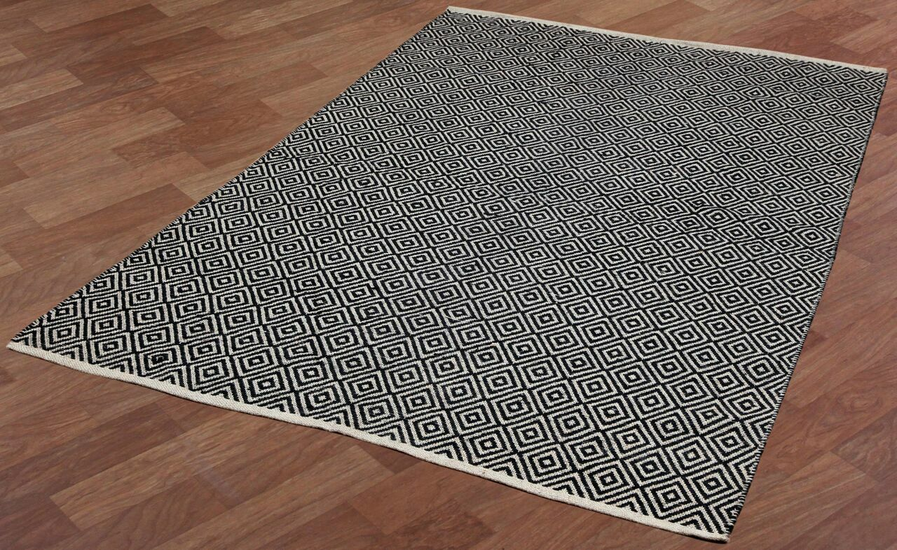 Synthia Hand-Woven Black Area Rug Rug Size: 8' x 10'