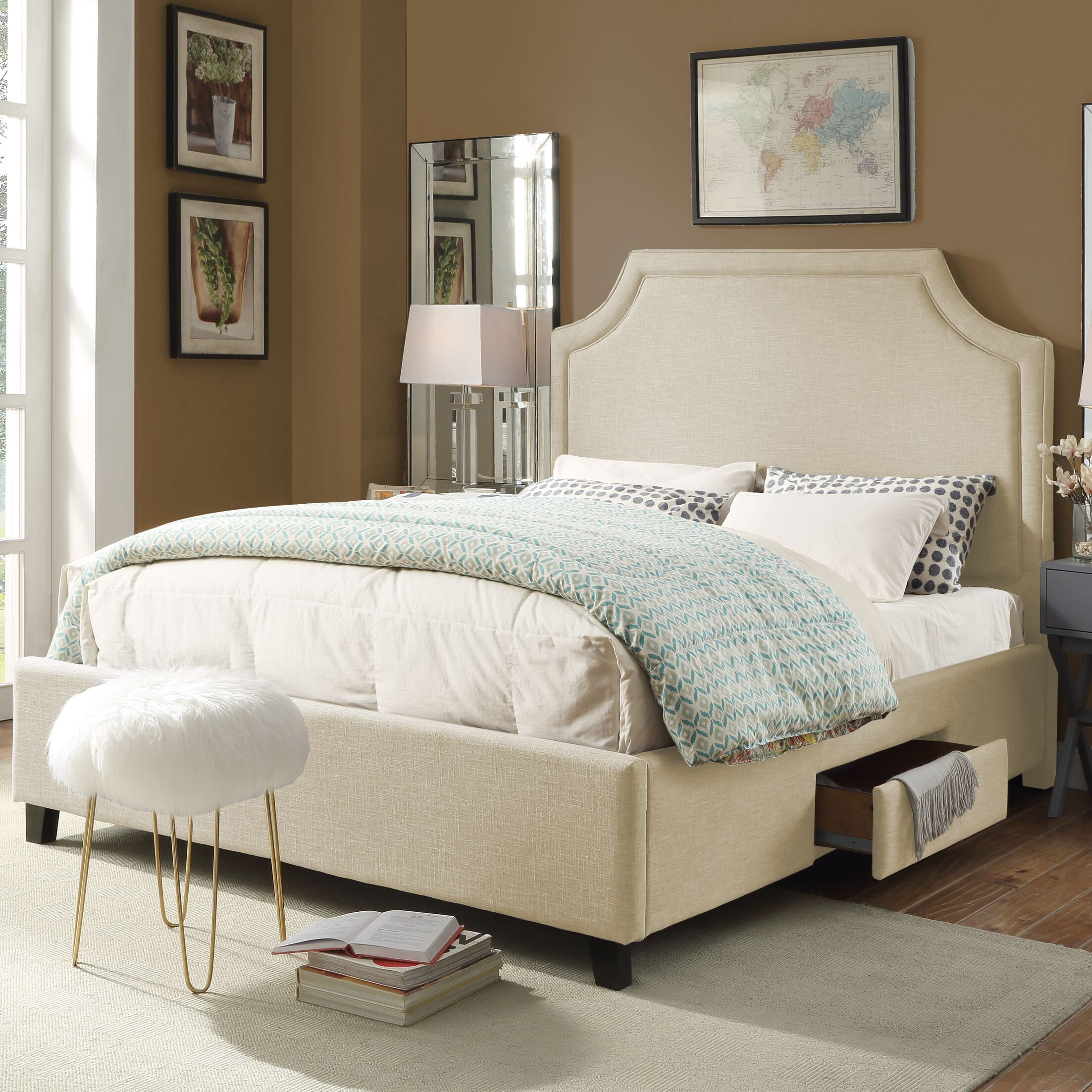 Louis Storage Platform Bed Size: Queen, Color: Cream White