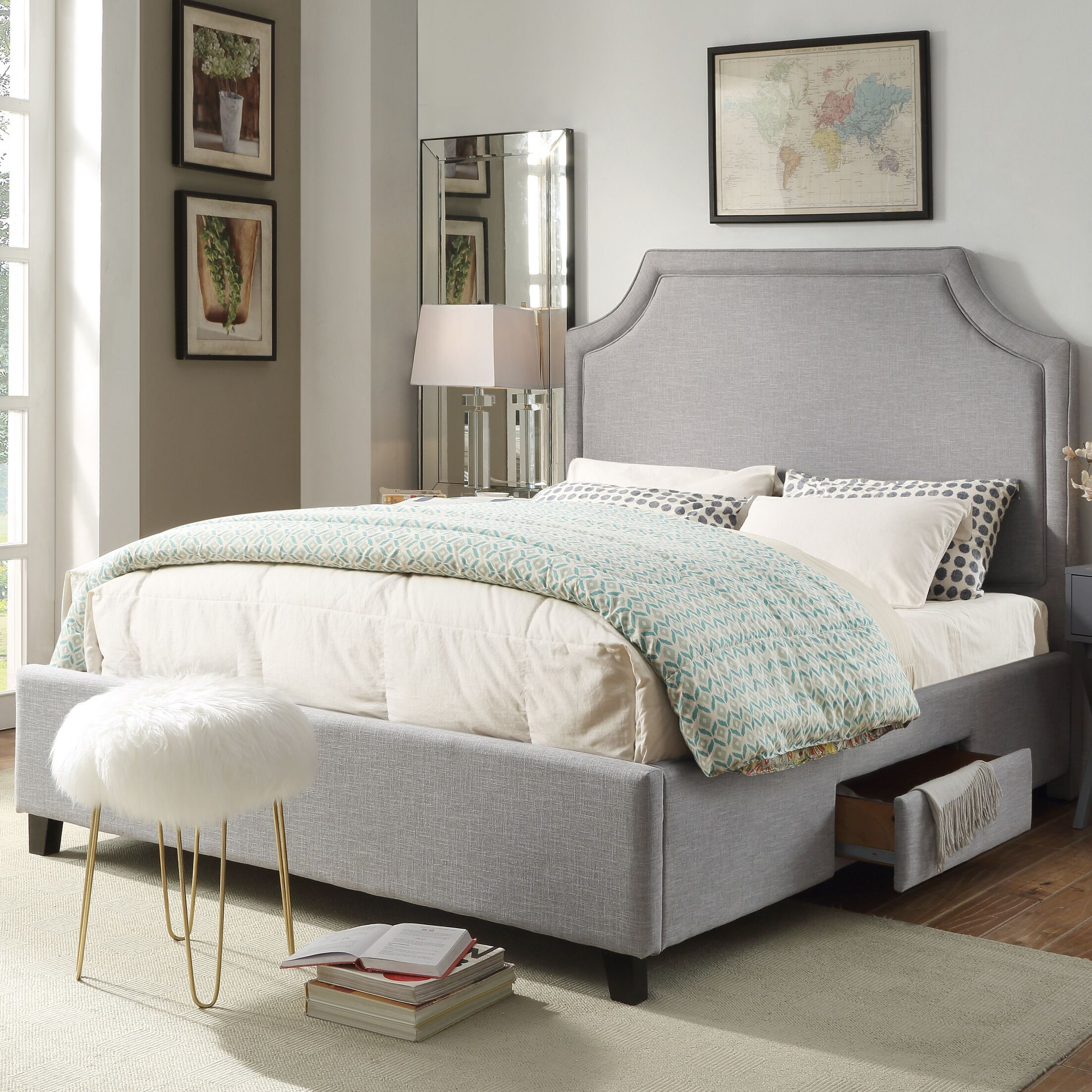 Louis Storage Platform Bed Size: King, Color: Light Gray