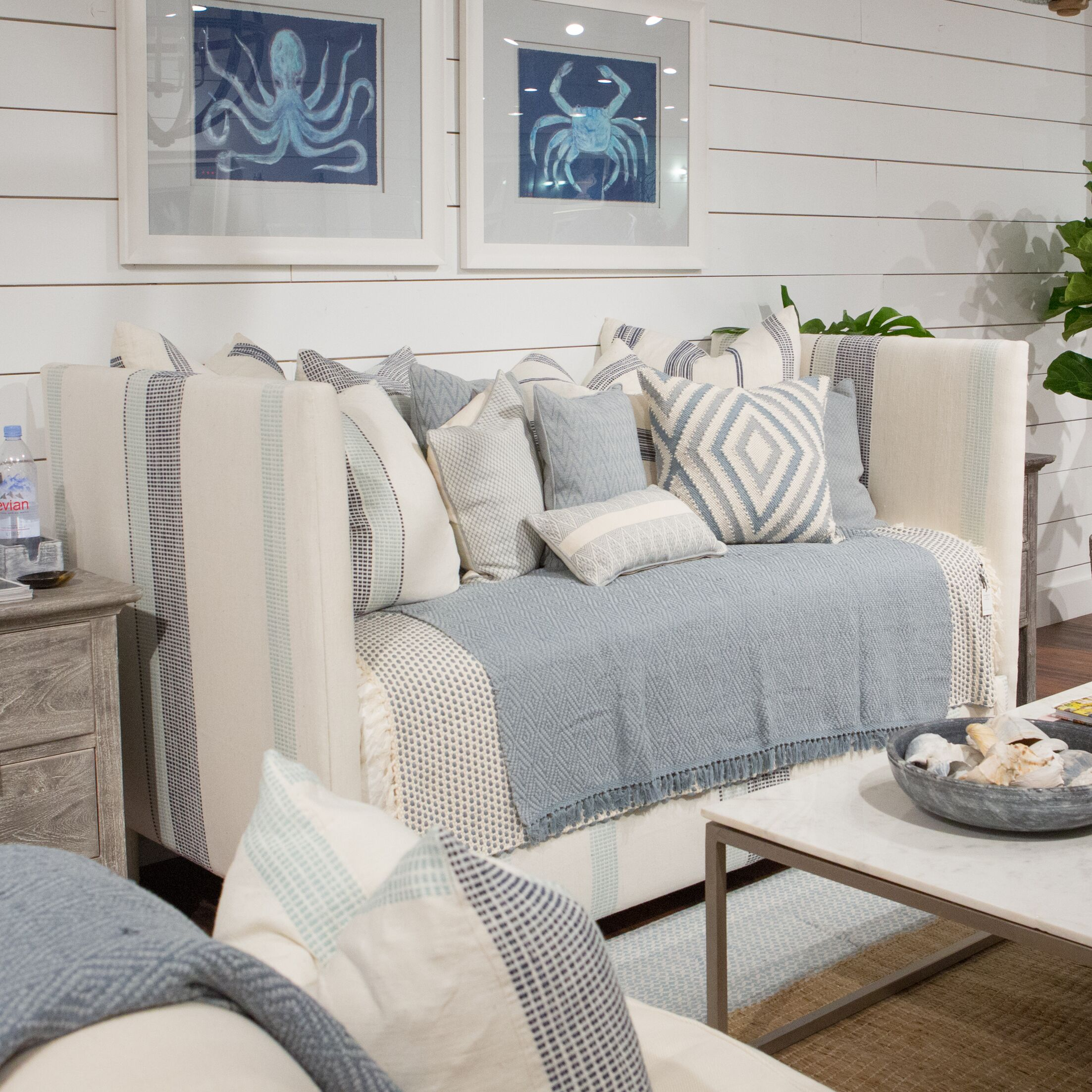 Daybed Color: Gray/ Natural Stripe