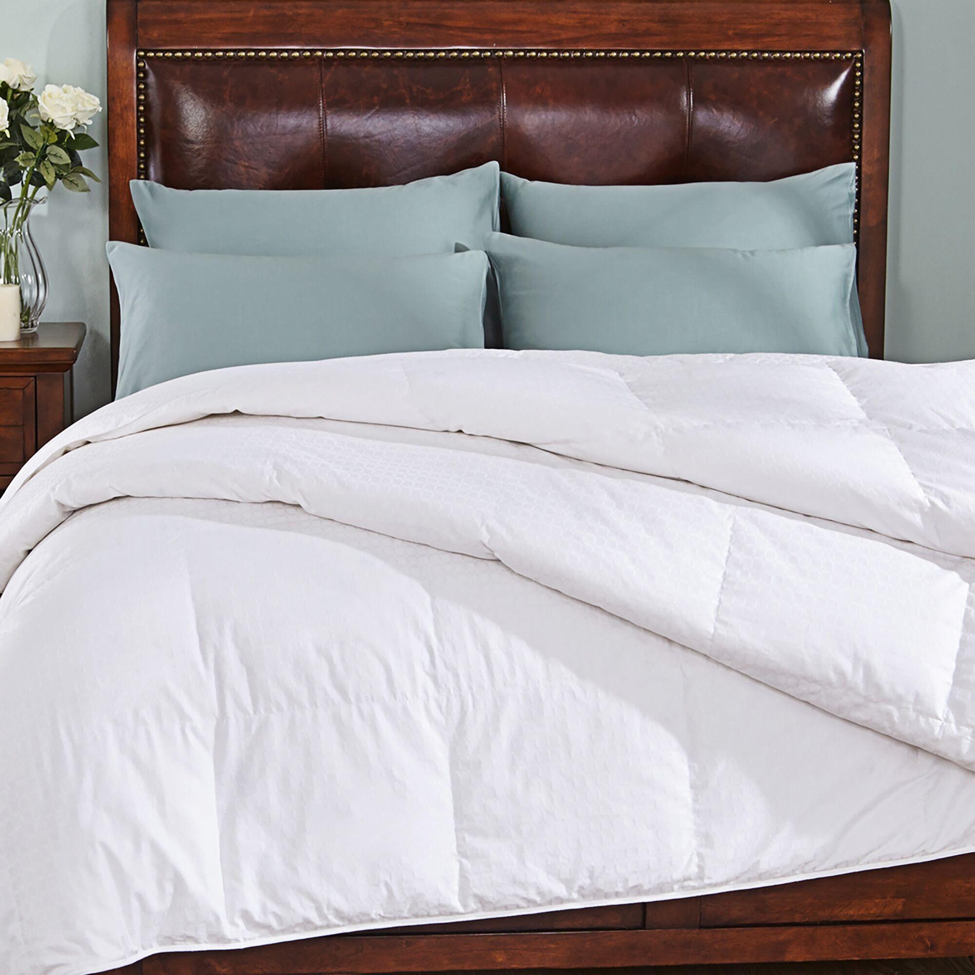 Luxurious lightweight Down Alternative Comforter Size: Full