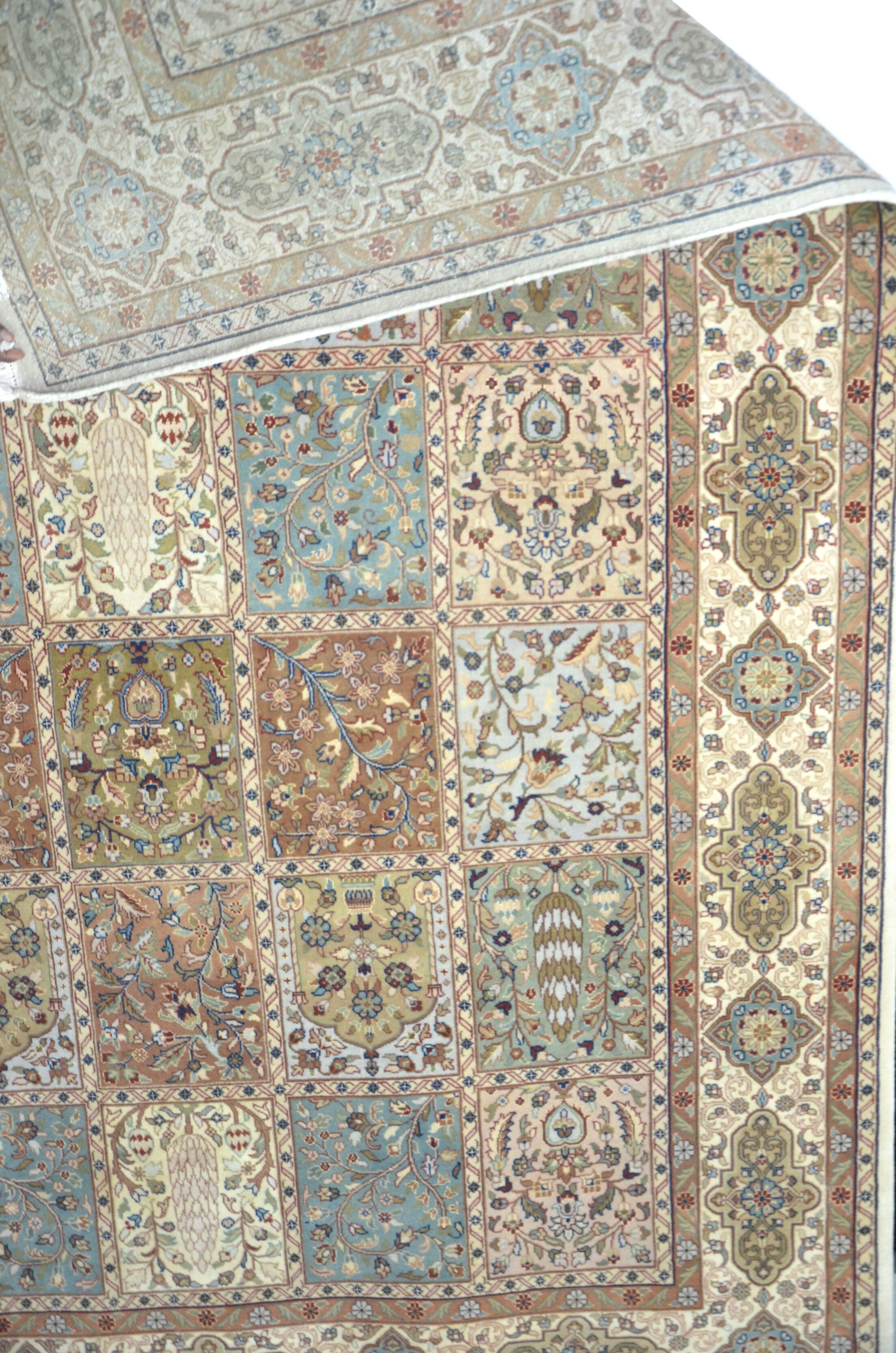 Area Rug Rug Size: Square 8'