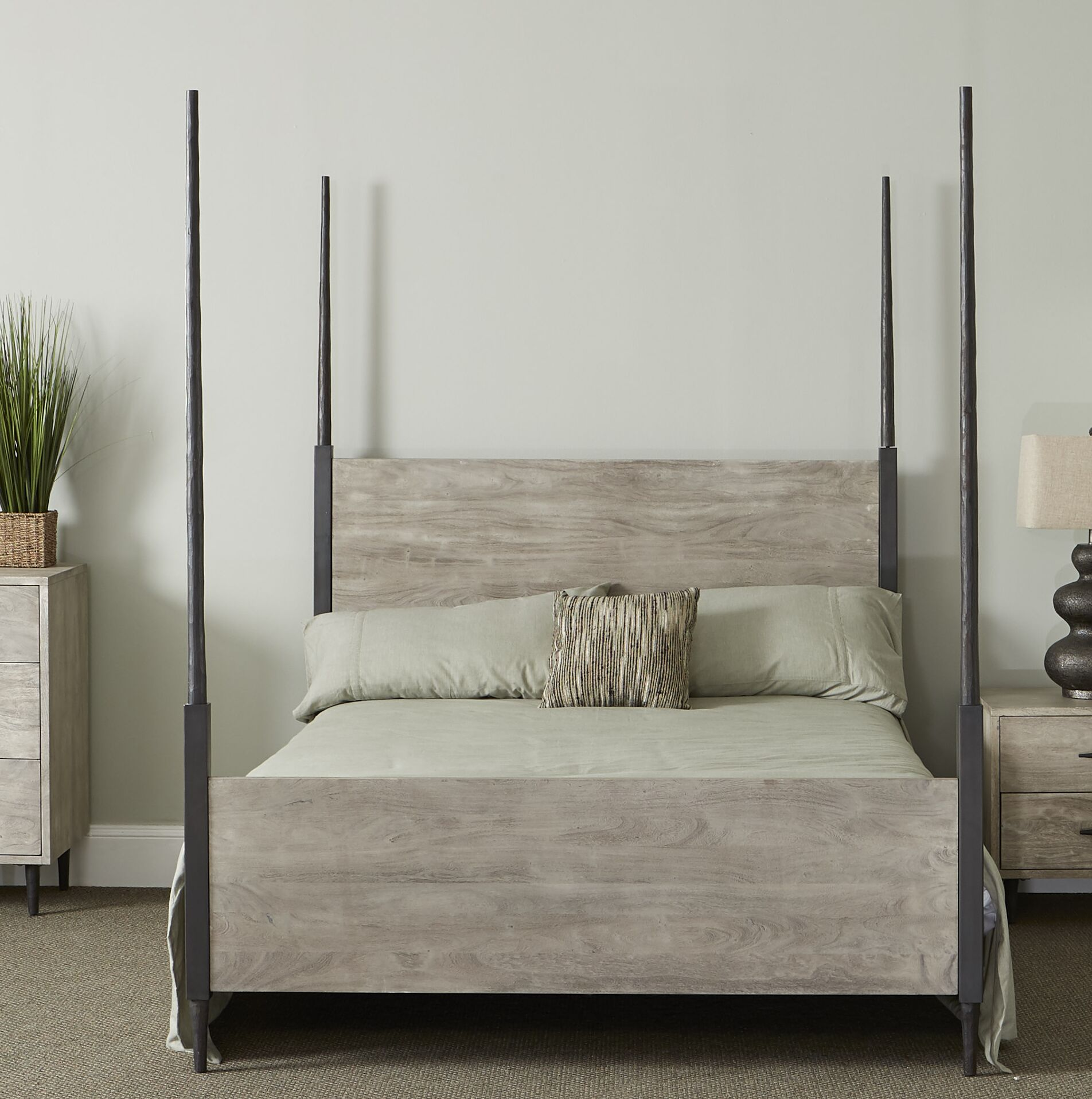 Montes Four Poster Bed Size: King, Color: Sandblast Gray