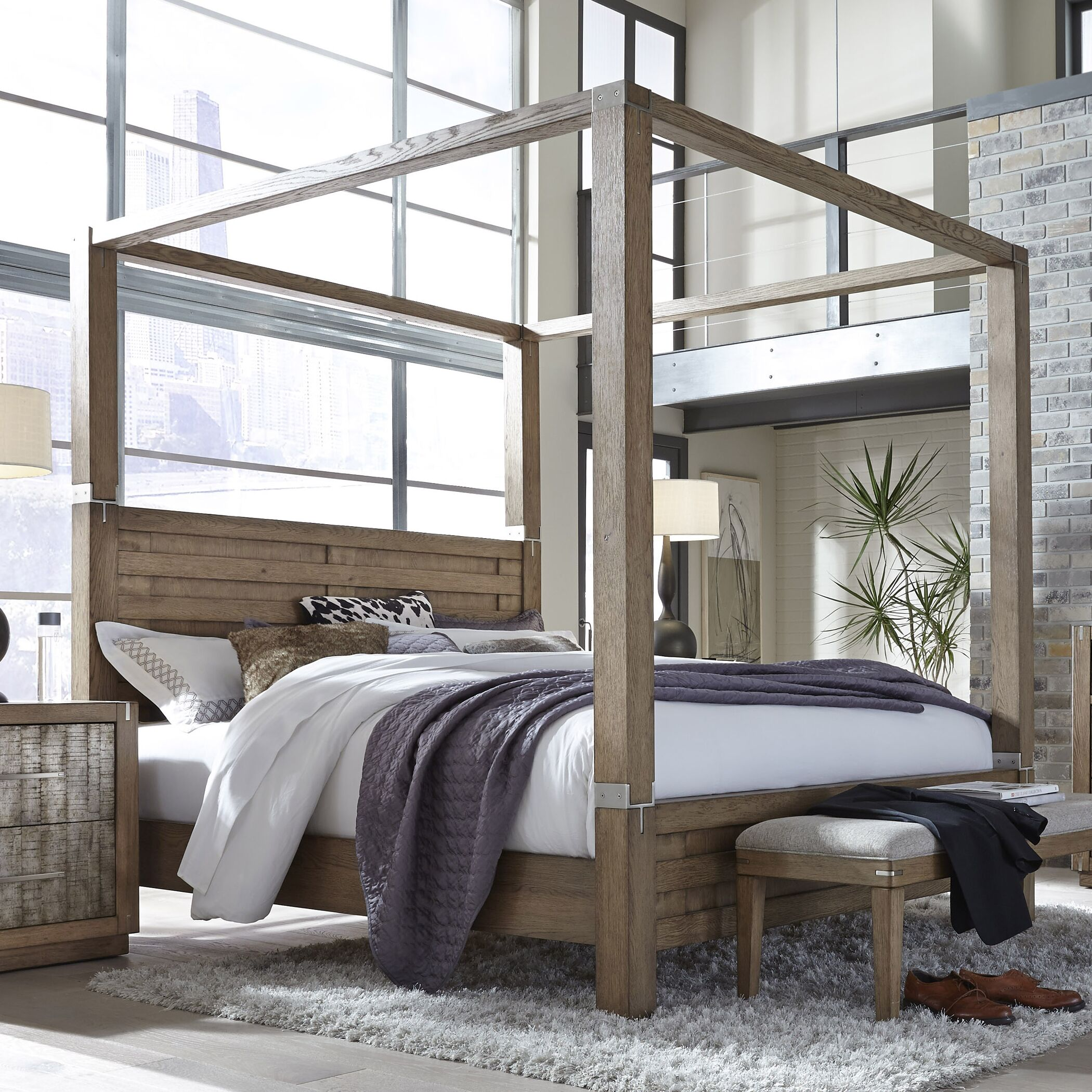 Hastings Canopy Bed Size: California King