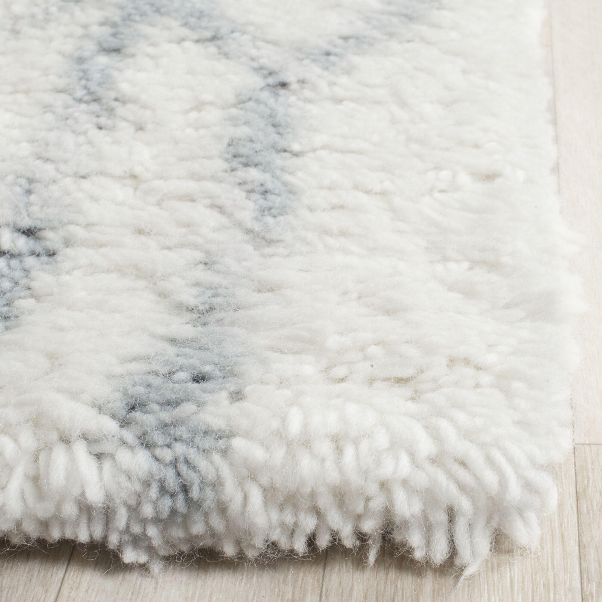 Camacho Hand-Tufted Ivory/Blue Area Rug Rug Size: Rectangle 8' x 10'