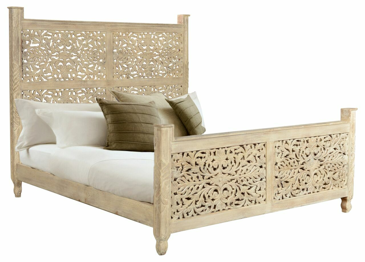 Buena Park Carved Panel Bed Color: Off White