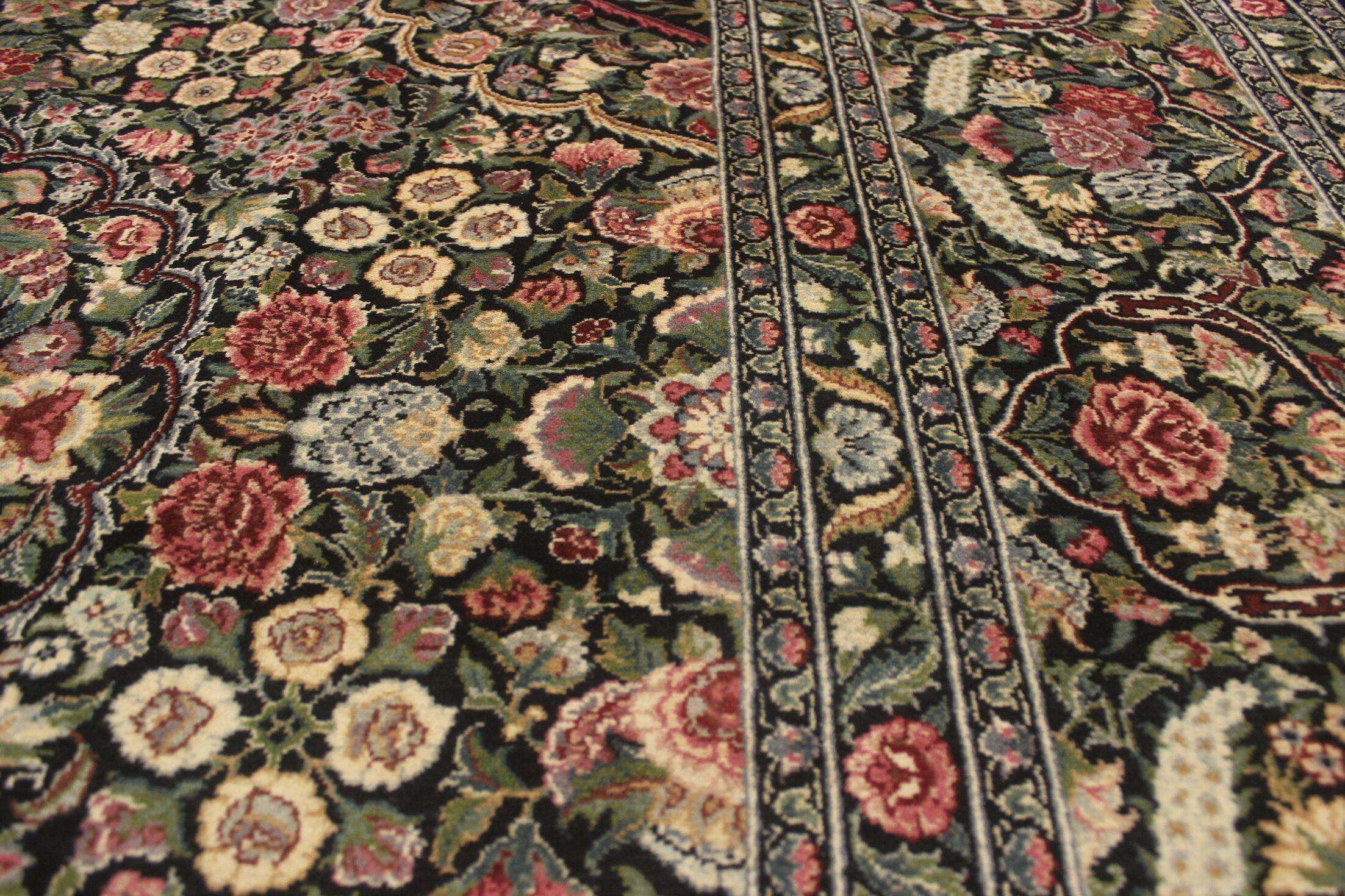 Bellomy Hand-Knotted Wool Black/Green Area Rug