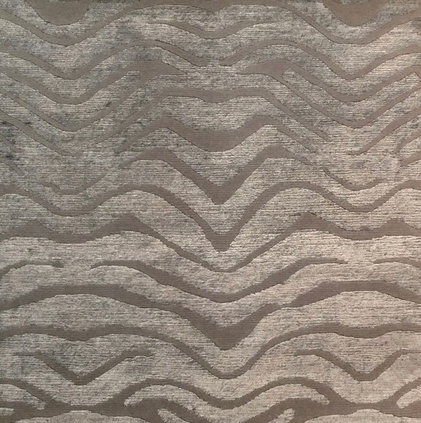 Metro-Velvet Hand-Knotted Light Gray Area Rug