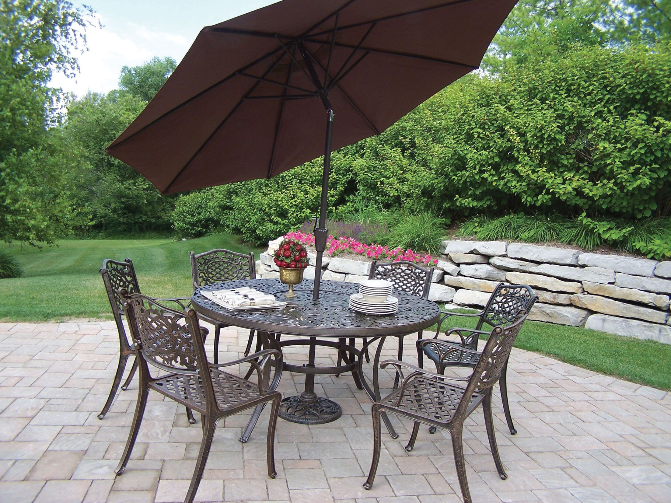 Mississippi Dining Set with Umbrella Cushion: Without