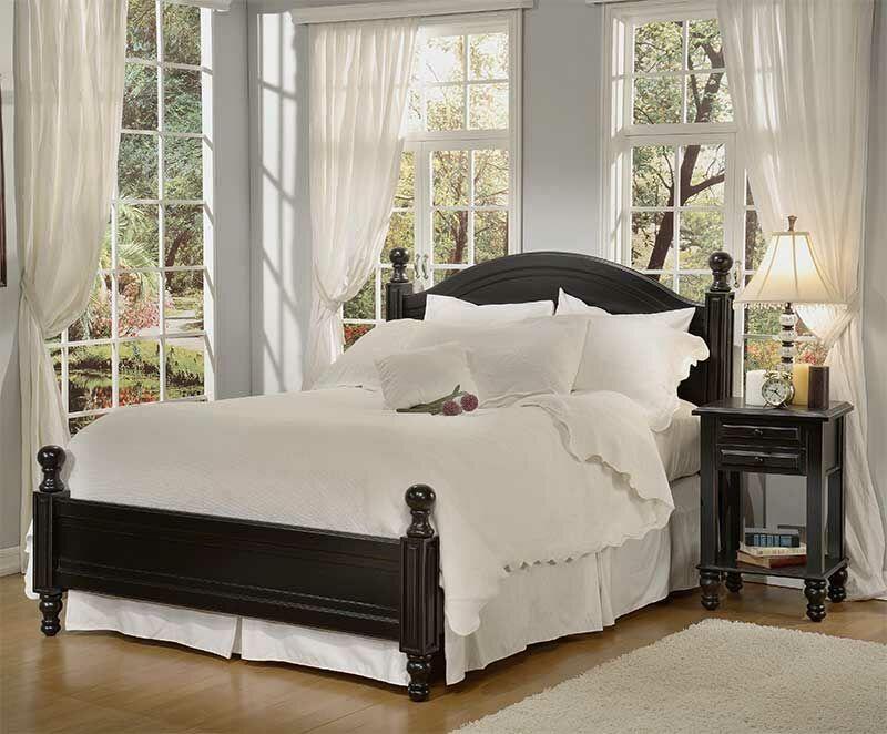 Monterey Panel Bed Size: Queen, Color: Antique Black