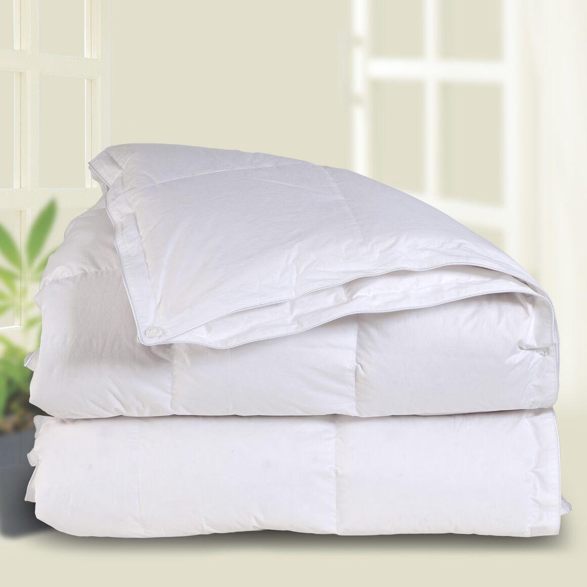 All Season Down Comforter Size: Twin