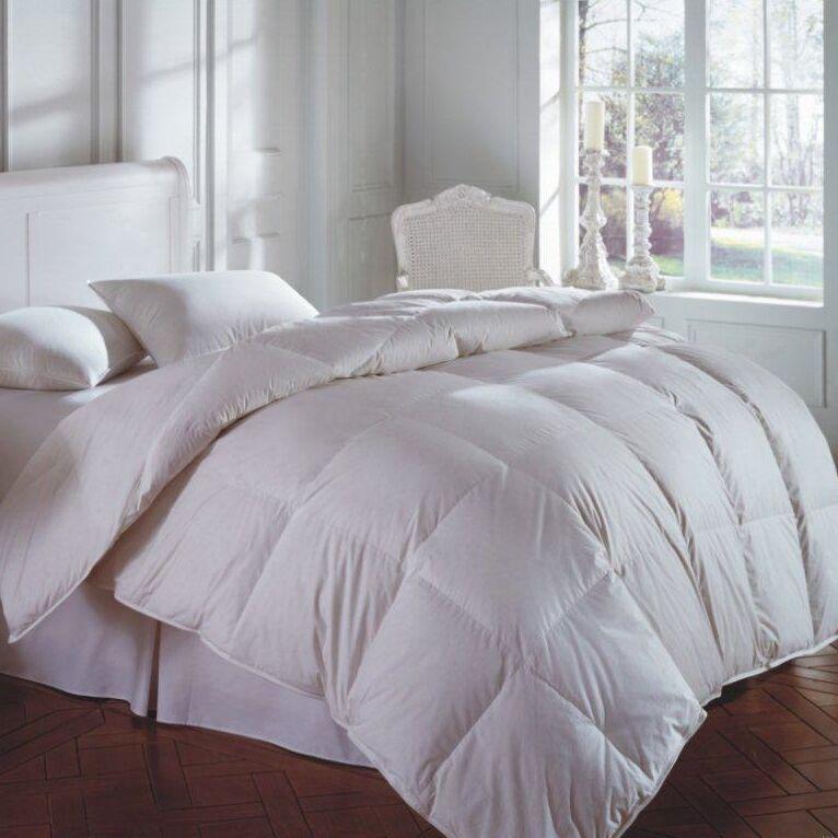 Cascada Midweight Down Comforter Size: Oversize Queen