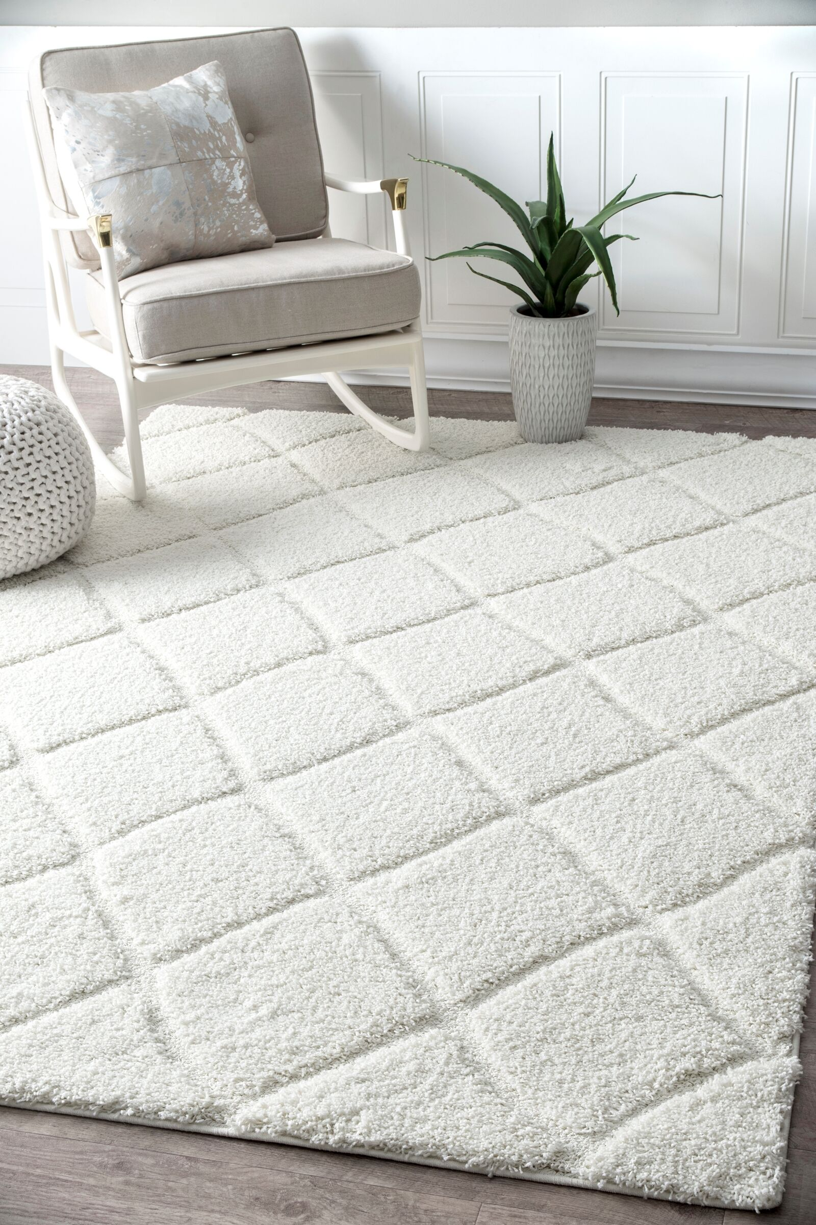 Hermione White Area Rug Rug Size: Rectangle 7'10