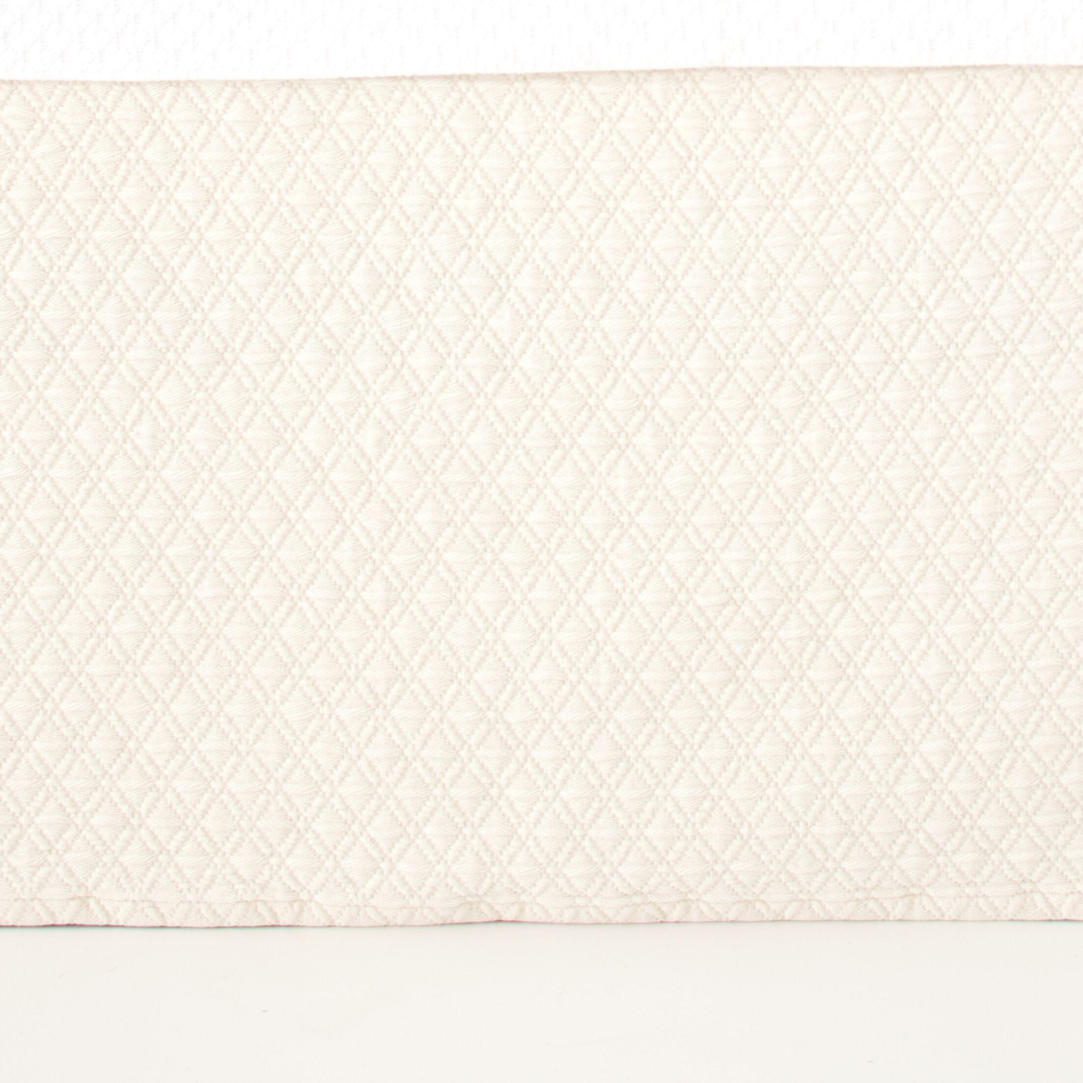 Diamond Matelasse Bed Skirt Size: Full, Color: Ivory