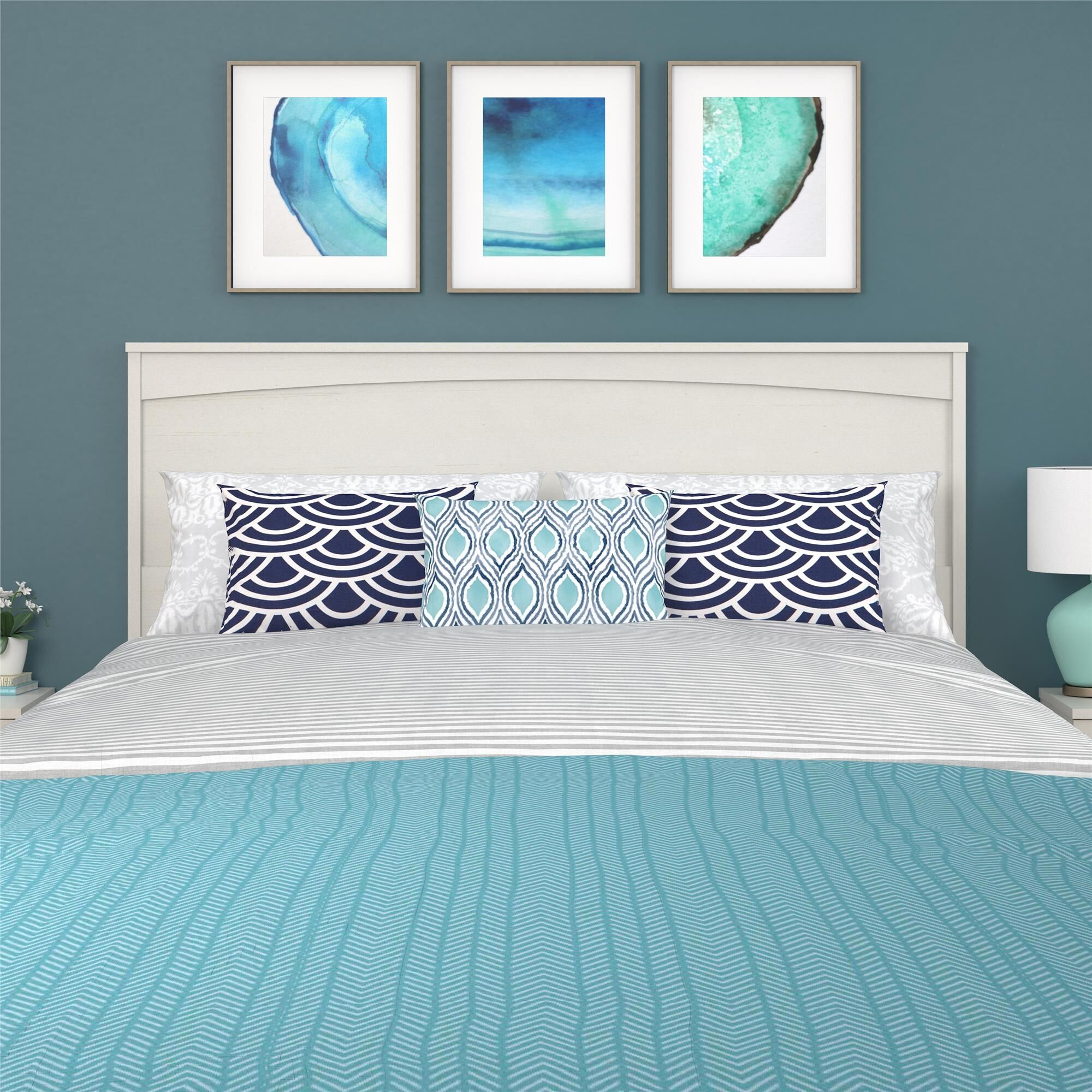 Poulson Panel Headboard Color: Vintage White, Size: Queen