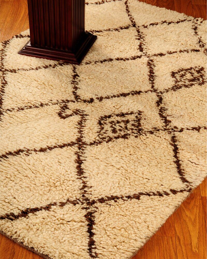Classic Cream Geometric Area Rug Rug Size: Rectangle 6' x 9'