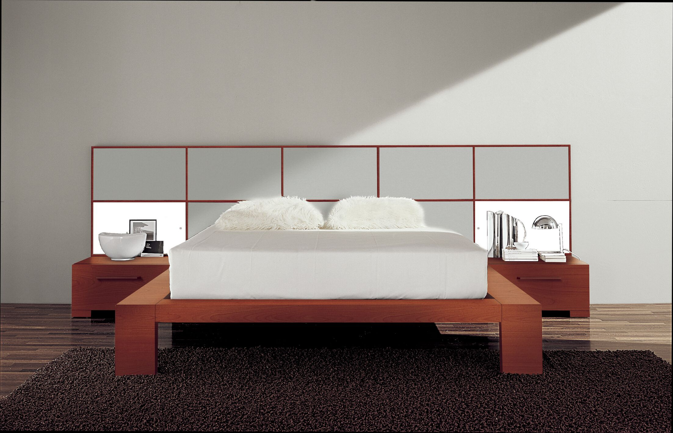 Wynd Platform Bed Size: King, Color: High Gloss Silver
