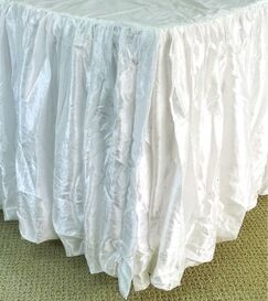 Balloon Bed Skirt Color: White, Size: Queen