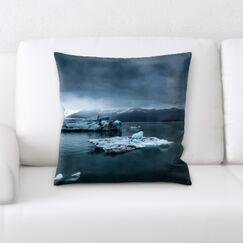 Winter Feeling (83) Throw Pillow